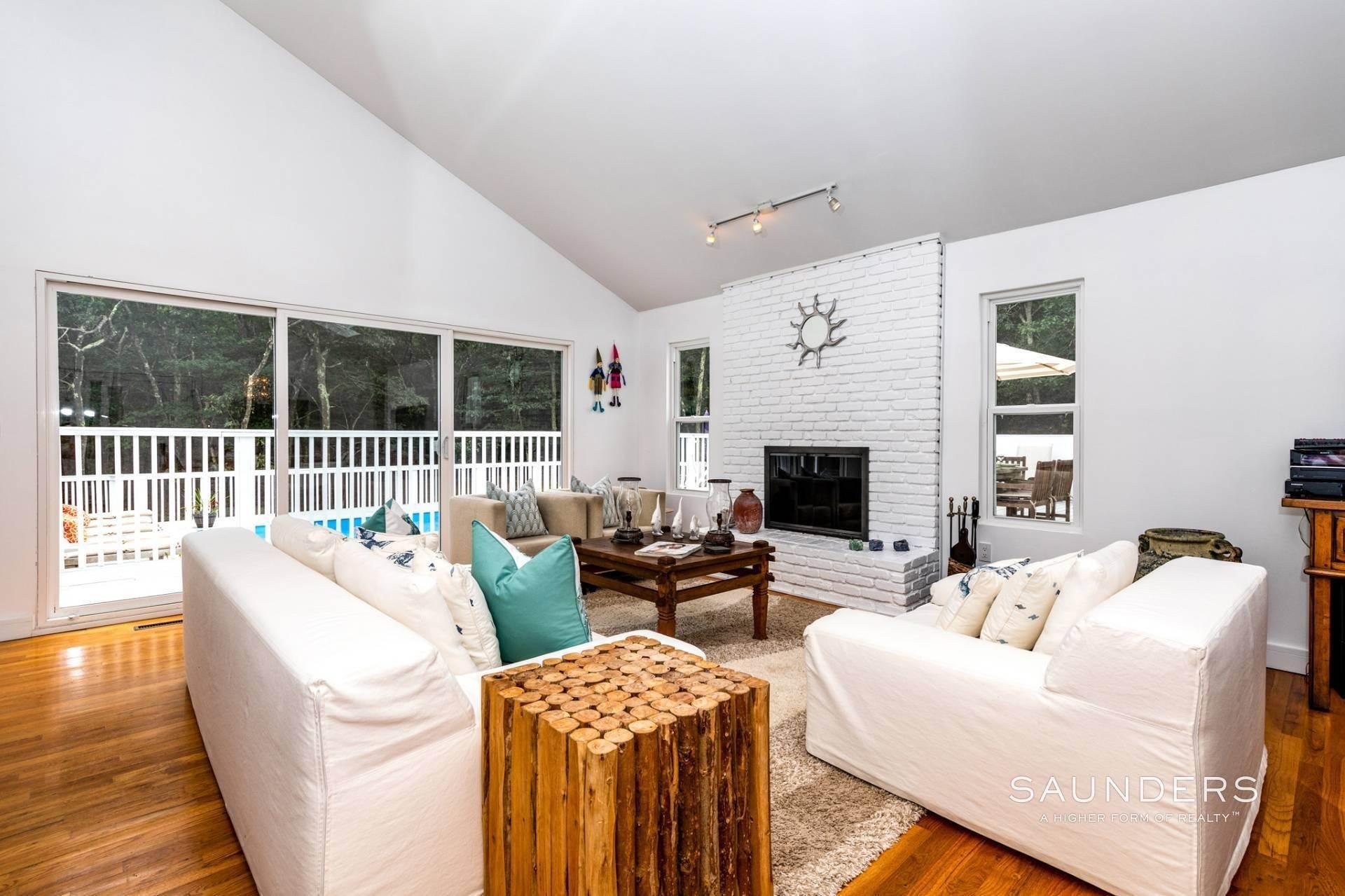 9. Single Family Homes at Immaculate! Sleek And Modern Beach Home In East Hampton East Hampton, East Hampton Town, NY 11937