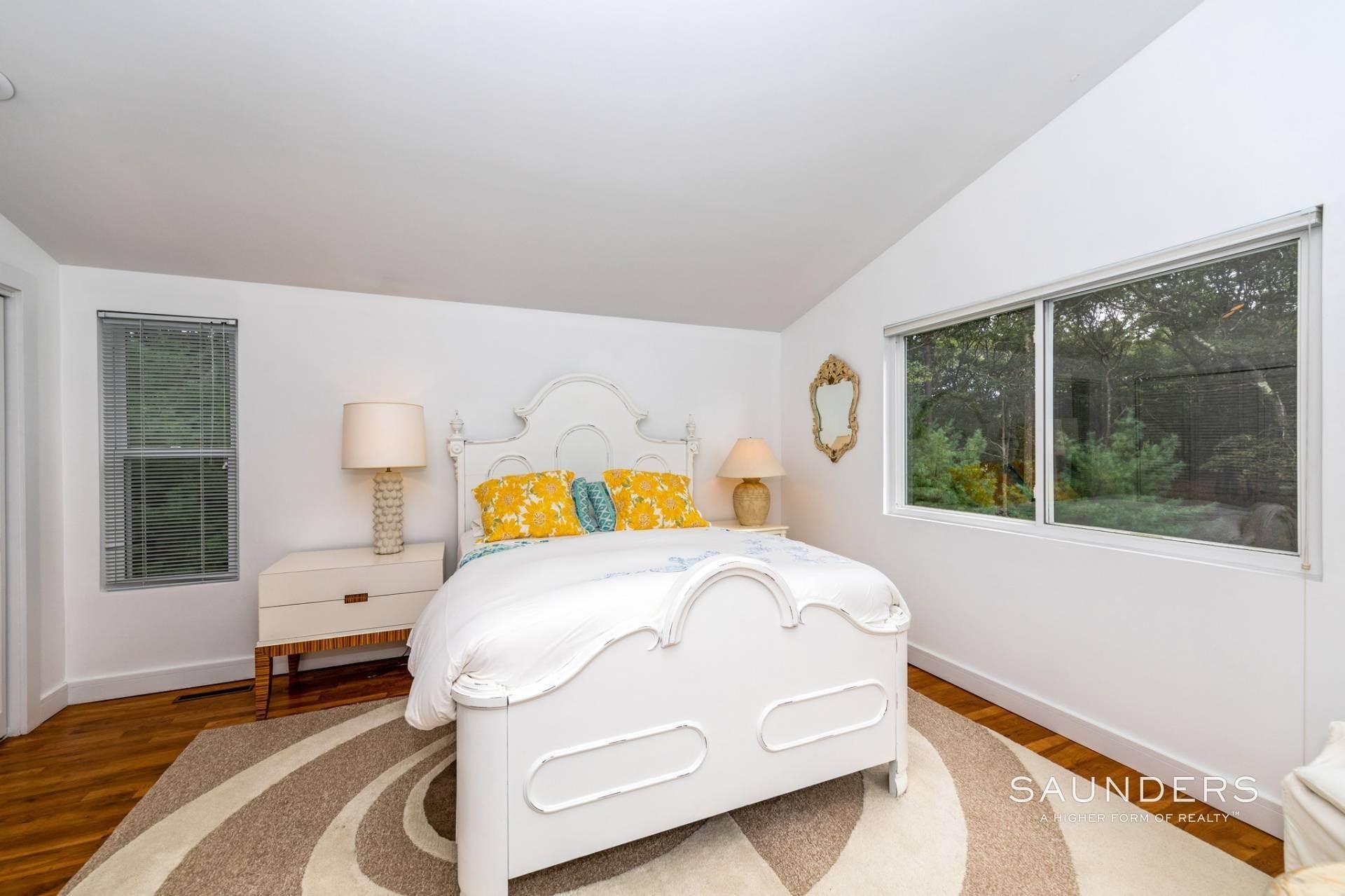 17. Single Family Homes at Immaculate! Sleek And Modern Beach Home In East Hampton East Hampton, East Hampton Town, NY 11937