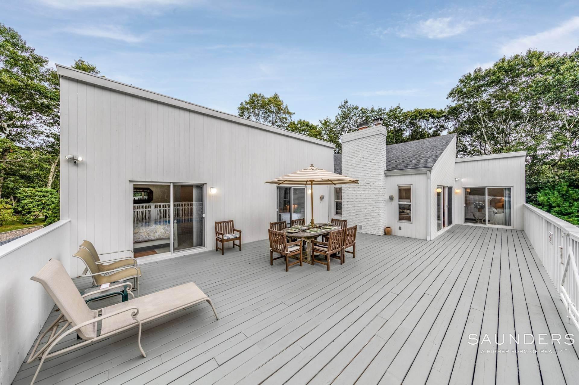 7. Single Family Homes at Immaculate! Sleek And Modern Beach Home In East Hampton East Hampton, East Hampton Town, NY 11937