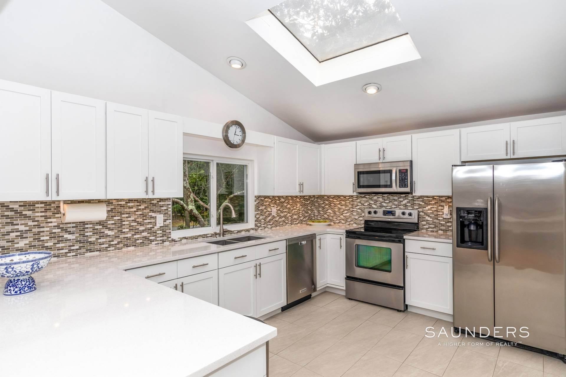 12. Single Family Homes at Immaculate! Sleek And Modern Beach Home In East Hampton East Hampton, East Hampton Town, NY 11937