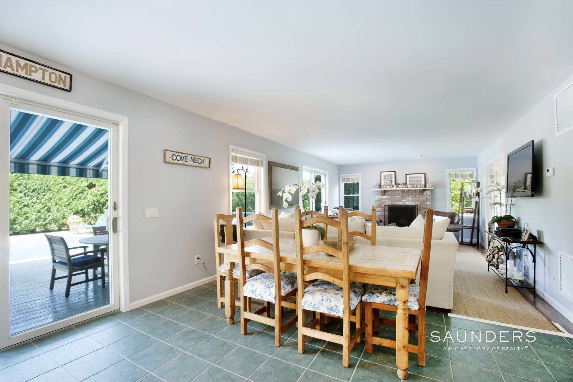 6. Single Family Homes at This Home Has It All Southampton, Southampton Town, NY 11968