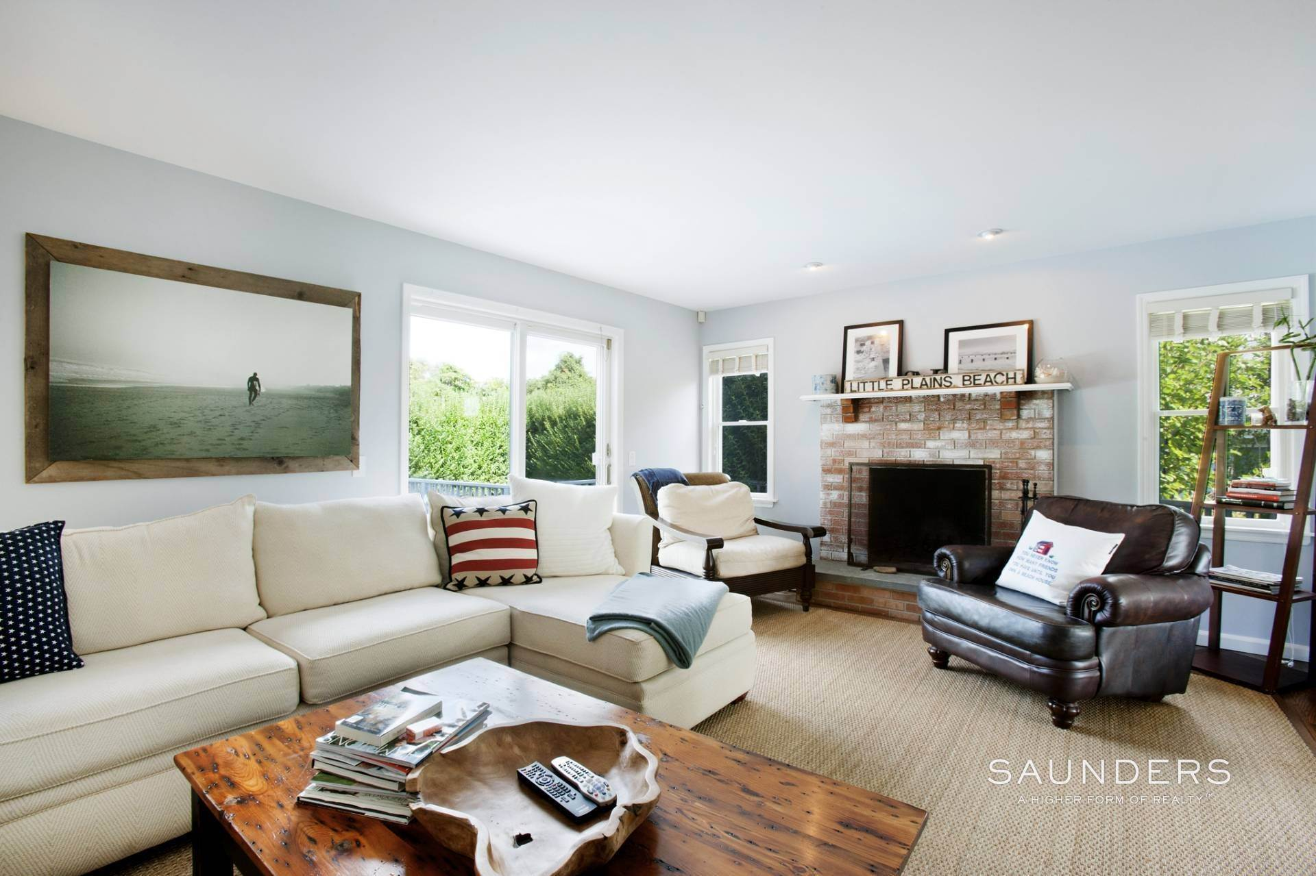 3. Single Family Homes at This Home Has It All Southampton, Southampton Town, NY 11968