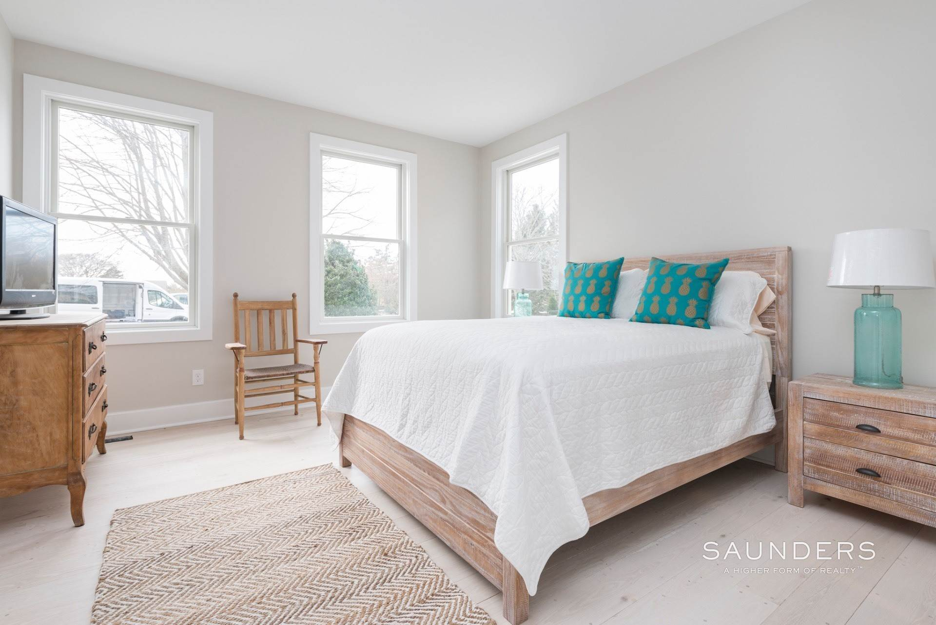 14. Single Family Homes for Sale at New Sagaponack Modern Farmhouse On Reserve Sagaponack Village, Southampton Town, NY 11962