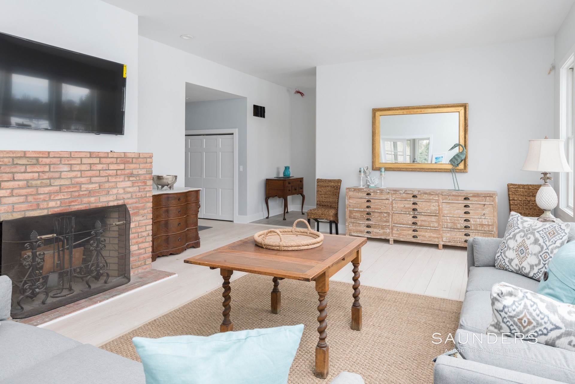 4. Single Family Homes for Sale at New Sagaponack Modern Farmhouse On Reserve Sagaponack Village, Southampton Town, NY 11962