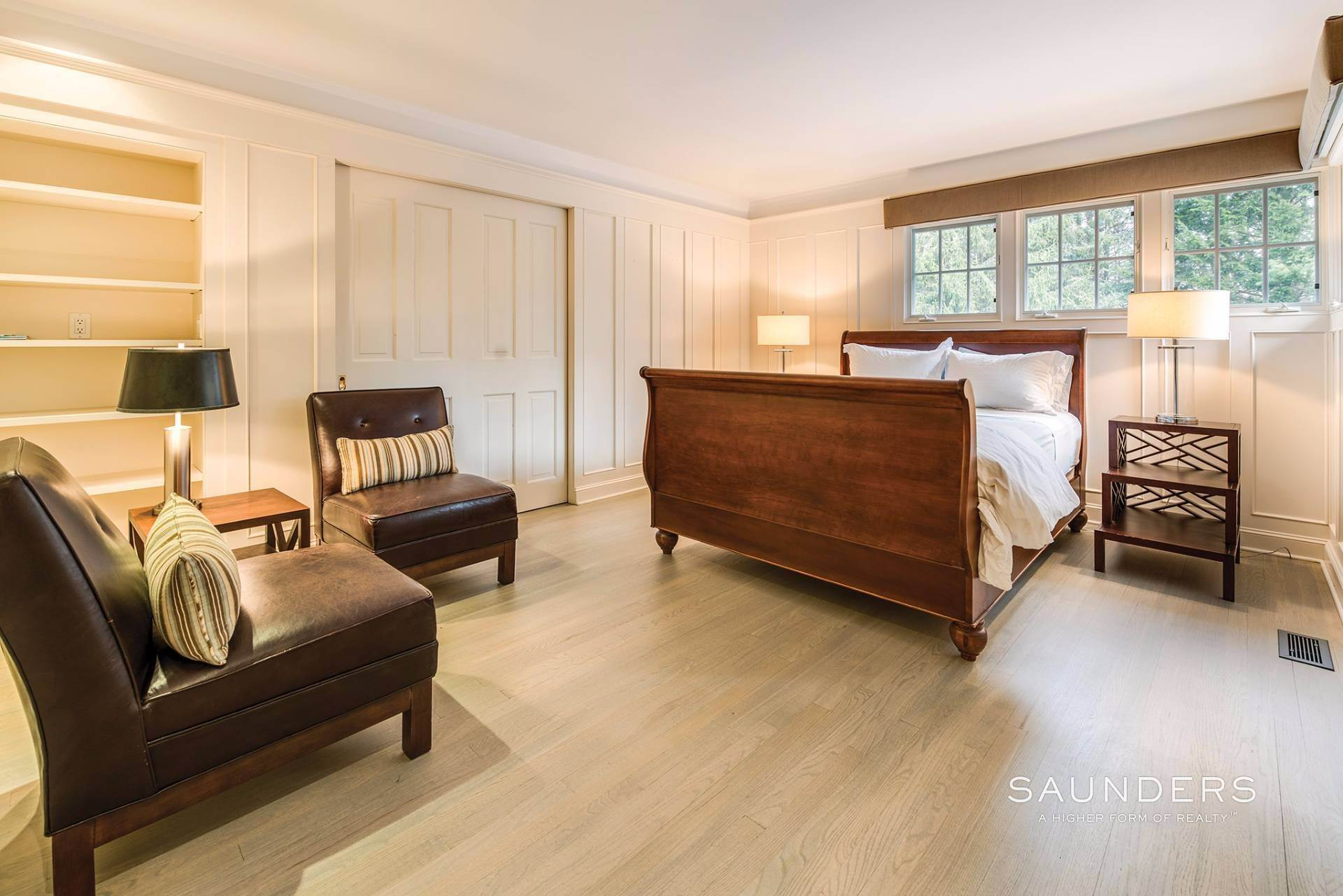 19. Single Family Homes for Sale at East Hampton Village 4 Carriage Court, East Hampton, East Hampton Town, NY 11937