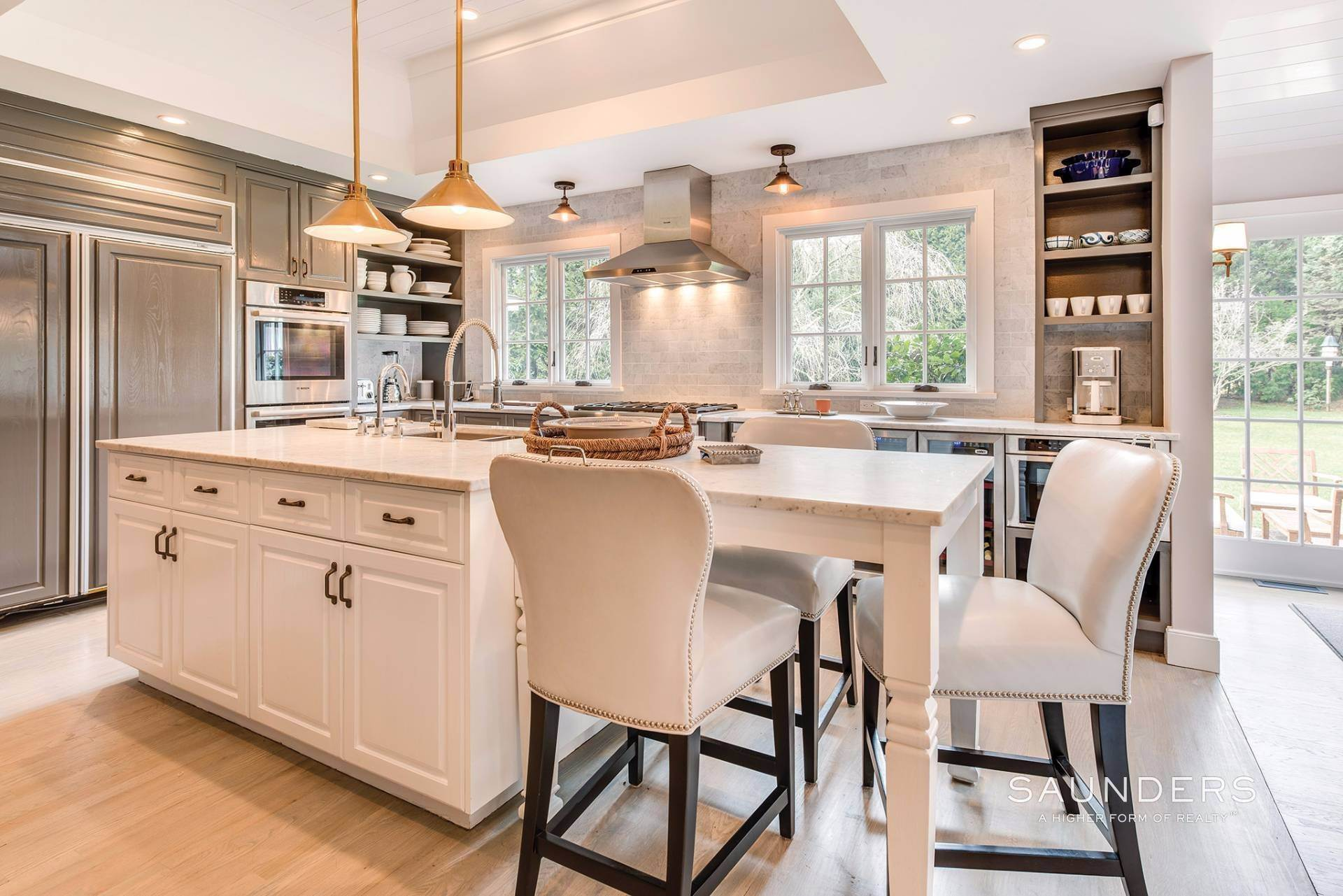 10. Single Family Homes for Sale at East Hampton Village 4 Carriage Court, East Hampton, East Hampton Town, NY 11937