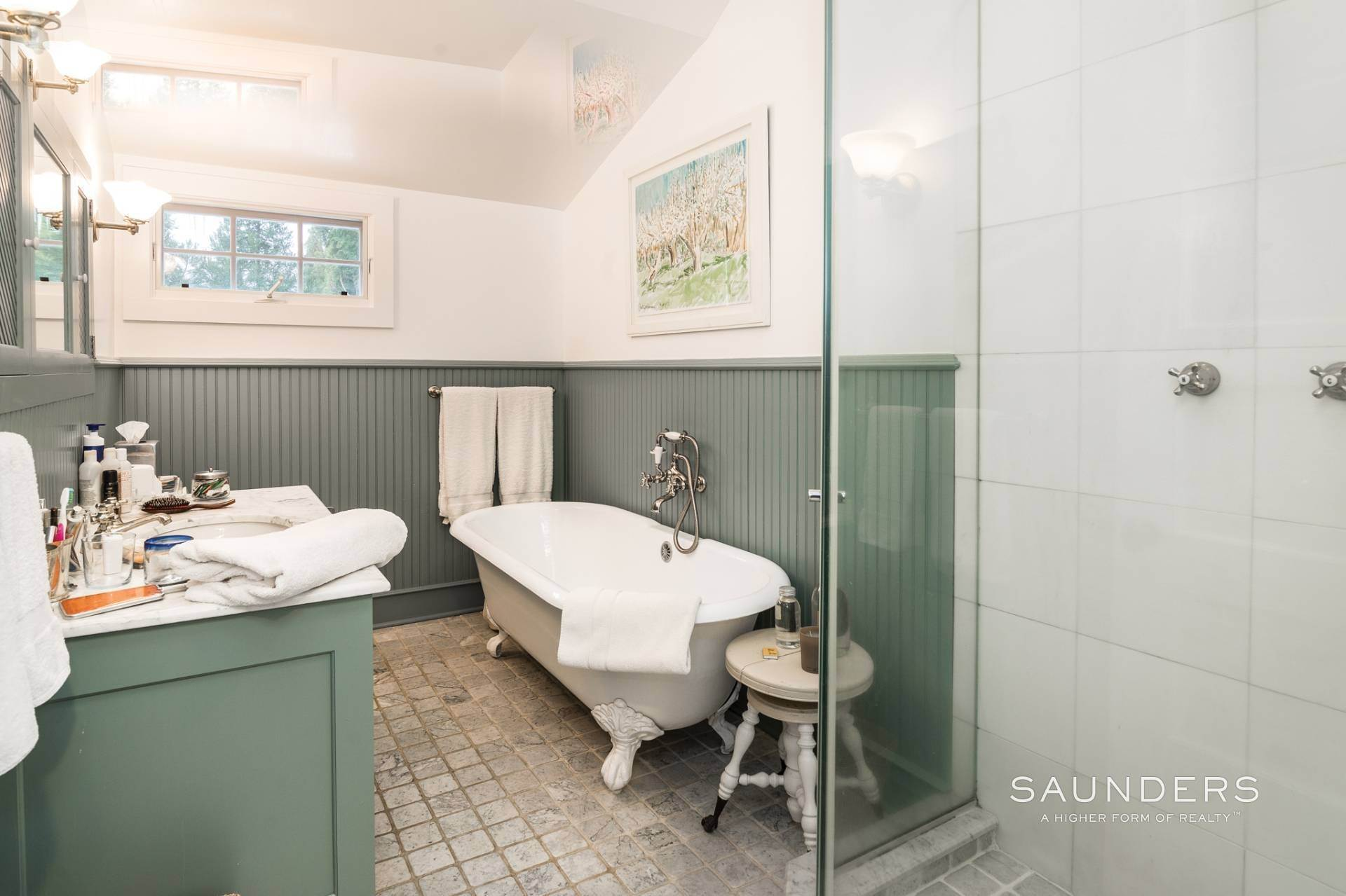 9. Single Family Homes for Sale at Egypt Lane Charmer 24 Egypt Lane, East Hampton, East Hampton Town, NY 11937