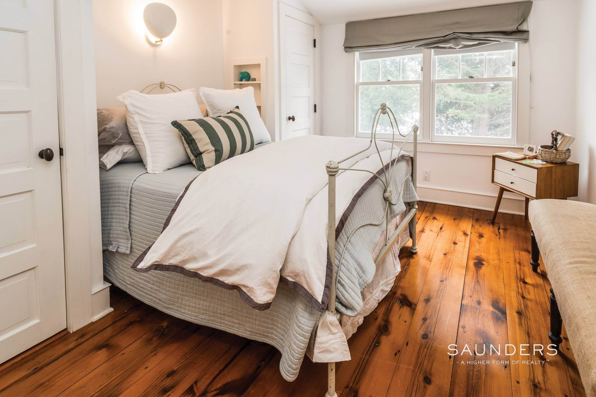 13. Single Family Homes for Sale at Egypt Lane Charmer 24 Egypt Lane, East Hampton, East Hampton Town, NY 11937