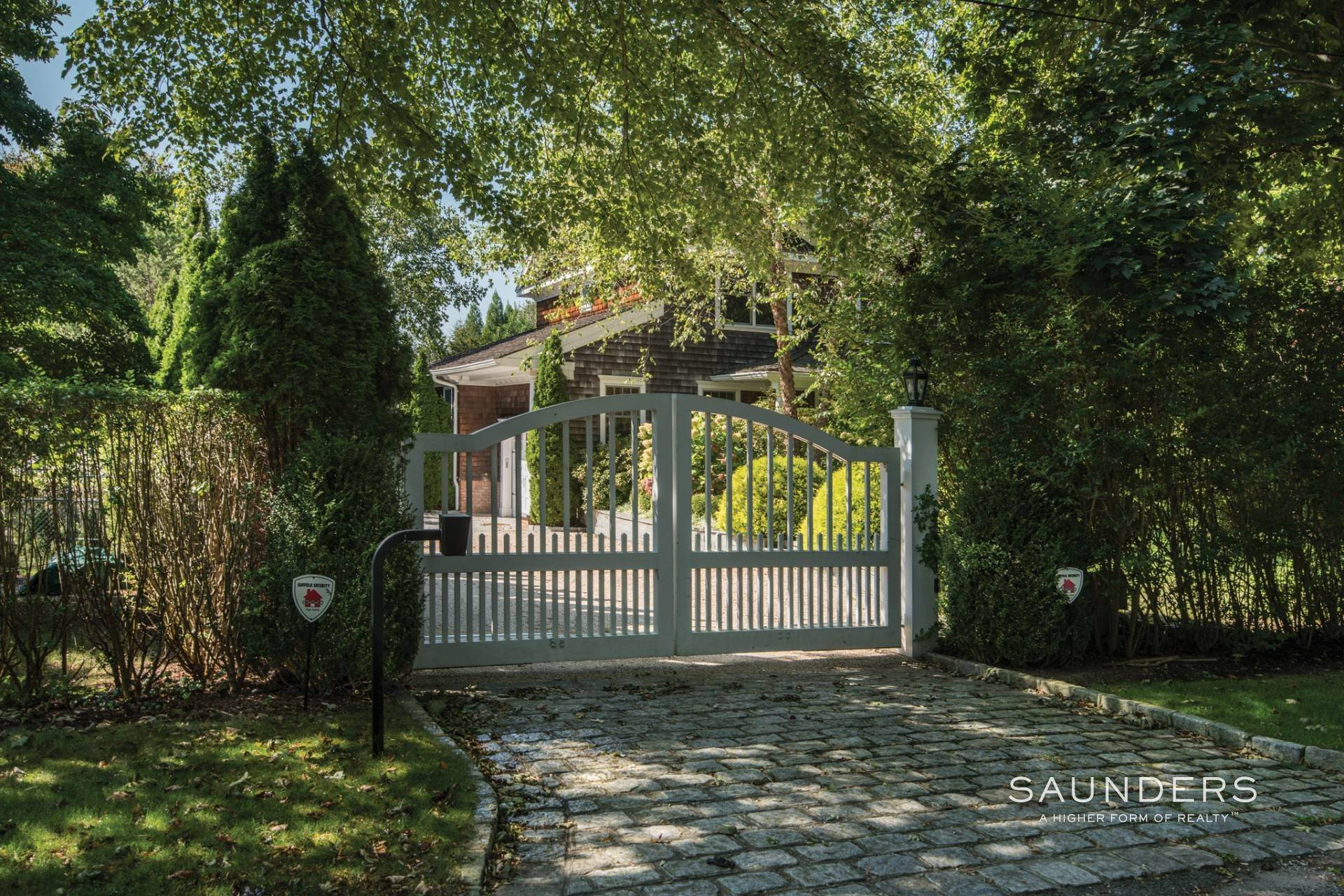 22. Single Family Homes at Magnificent Southampton Village Estate Section Rental 45 Captains Neck Lane, Southampton, Southampton Town, NY 11968