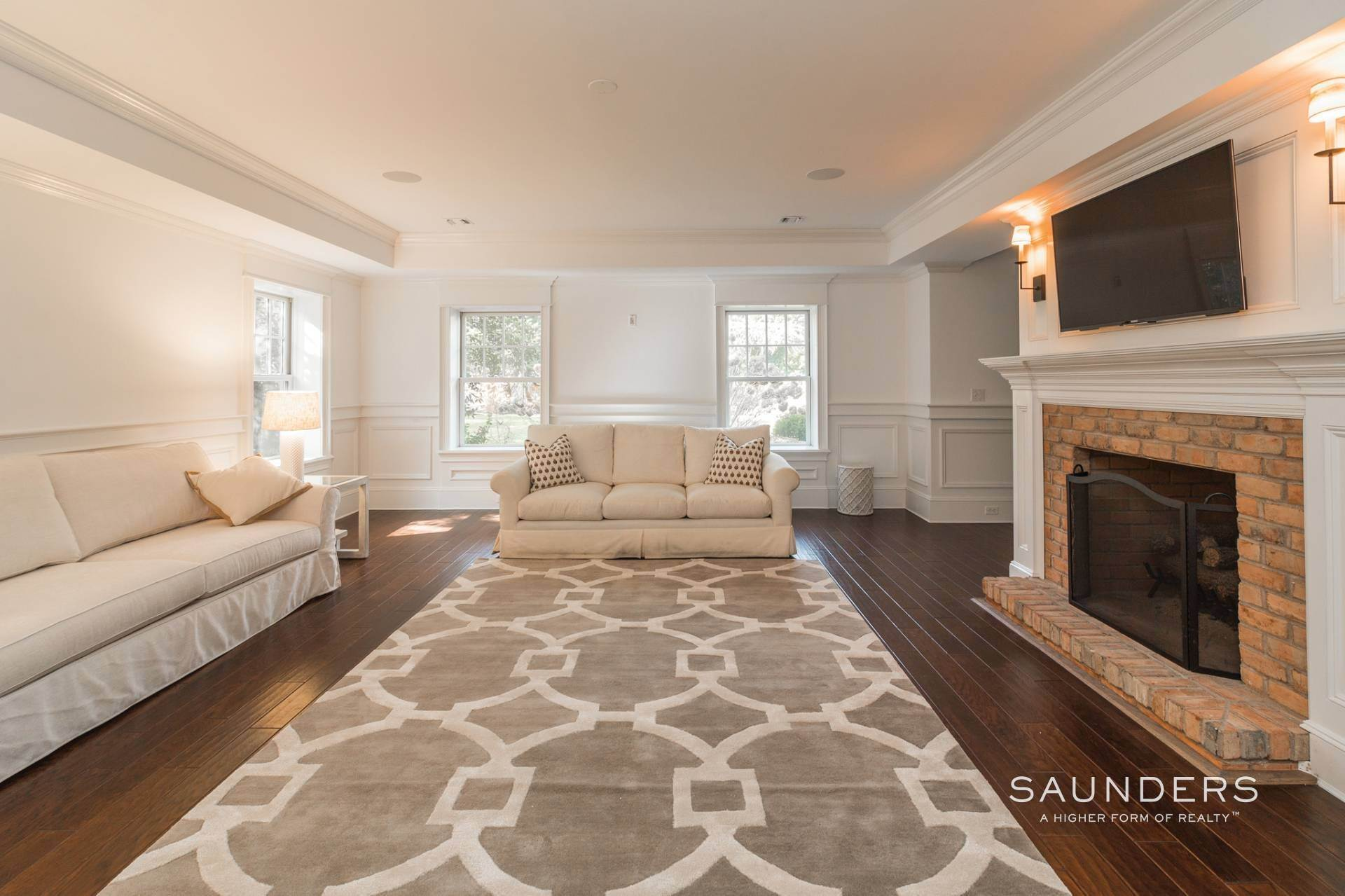 8. Single Family Homes at Magnificent Southampton Village Estate Section Rental 45 Captains Neck Lane, Southampton, Southampton Town, NY 11968