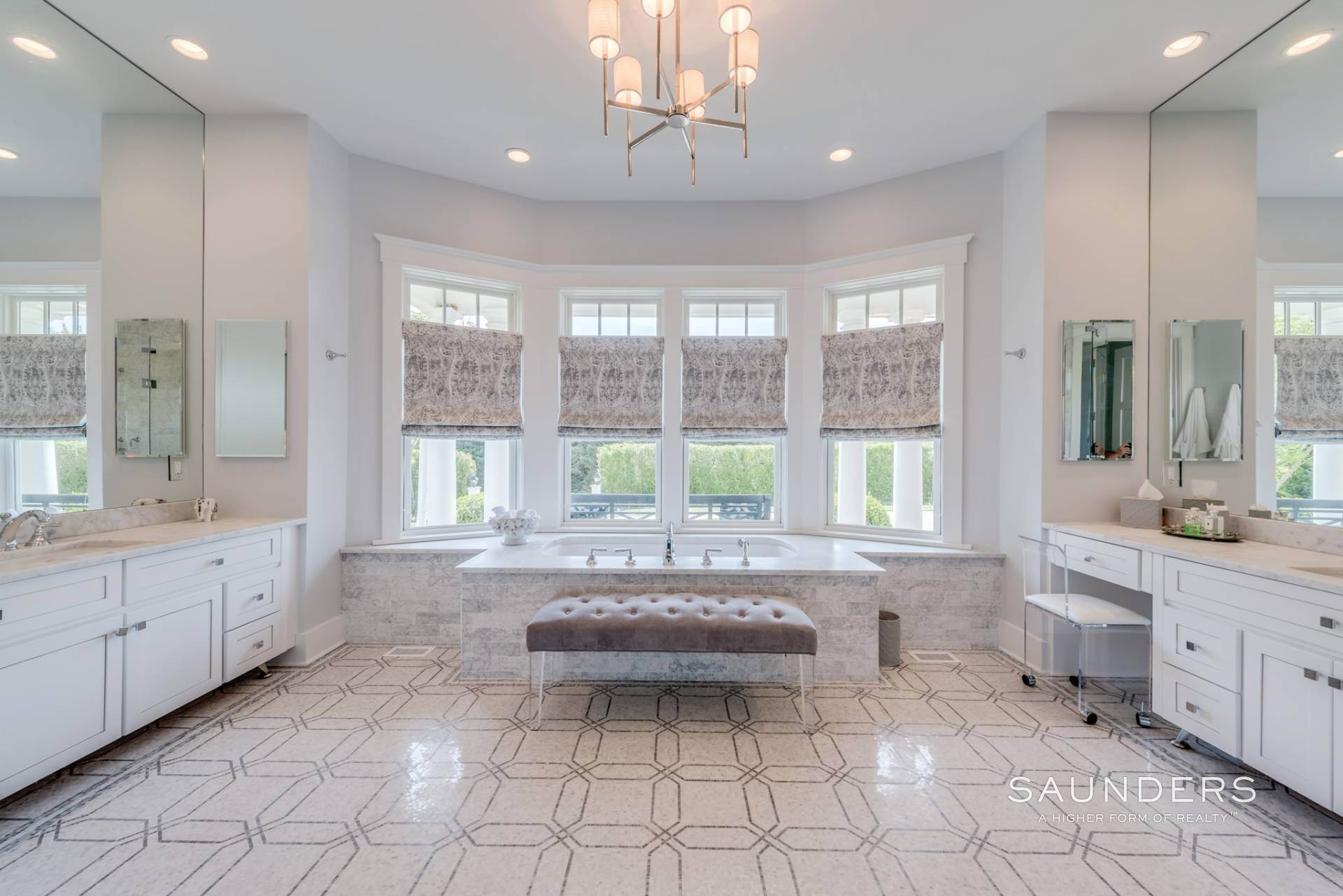 15. Single Family Homes for Sale at Pristine Shingled Traditional In Bridgehampton South Bridgehampton, Southampton Town, NY 11976