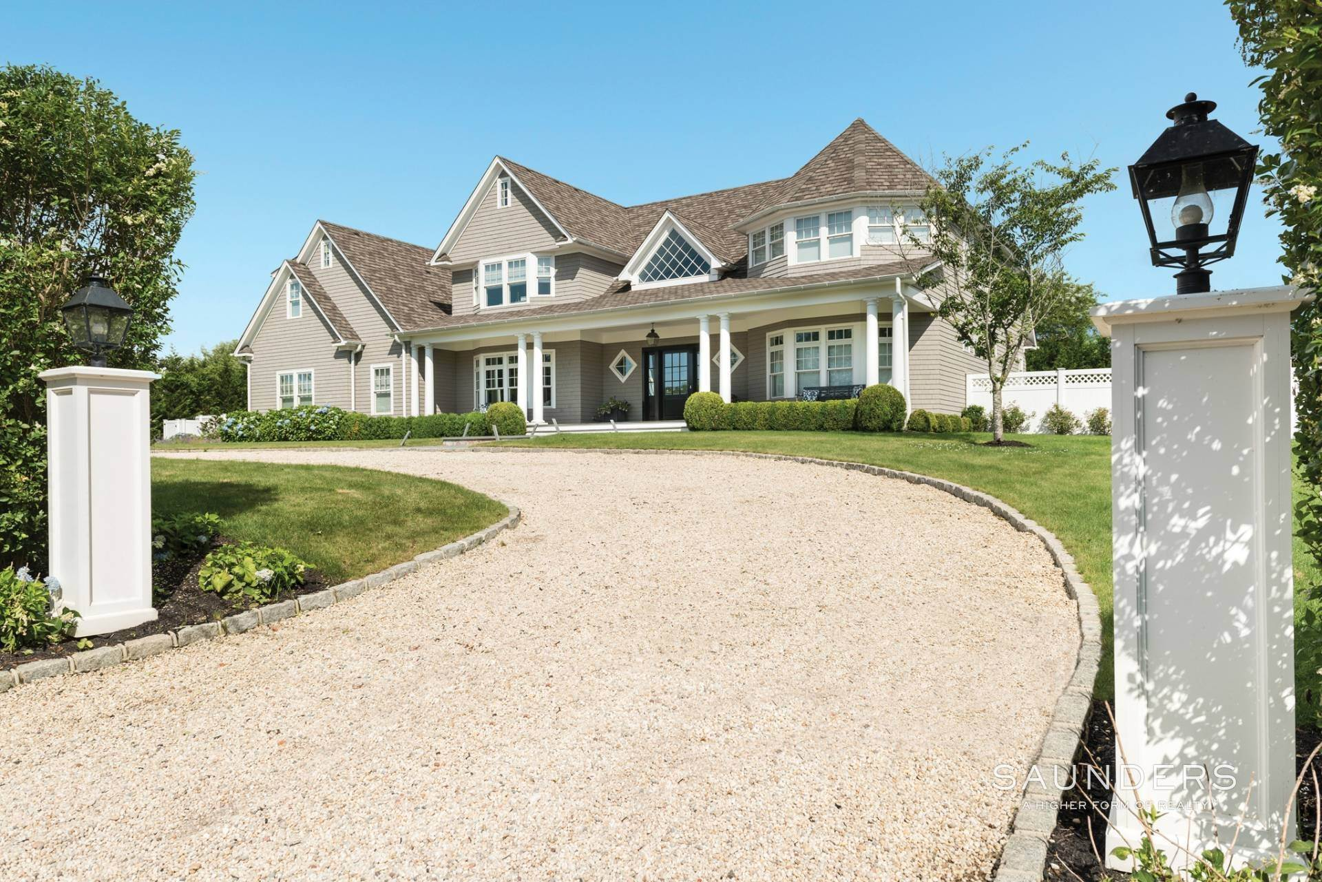24. Single Family Homes for Sale at Pristine Shingled Traditional In Bridgehampton South Bridgehampton, Southampton Town, NY 11976