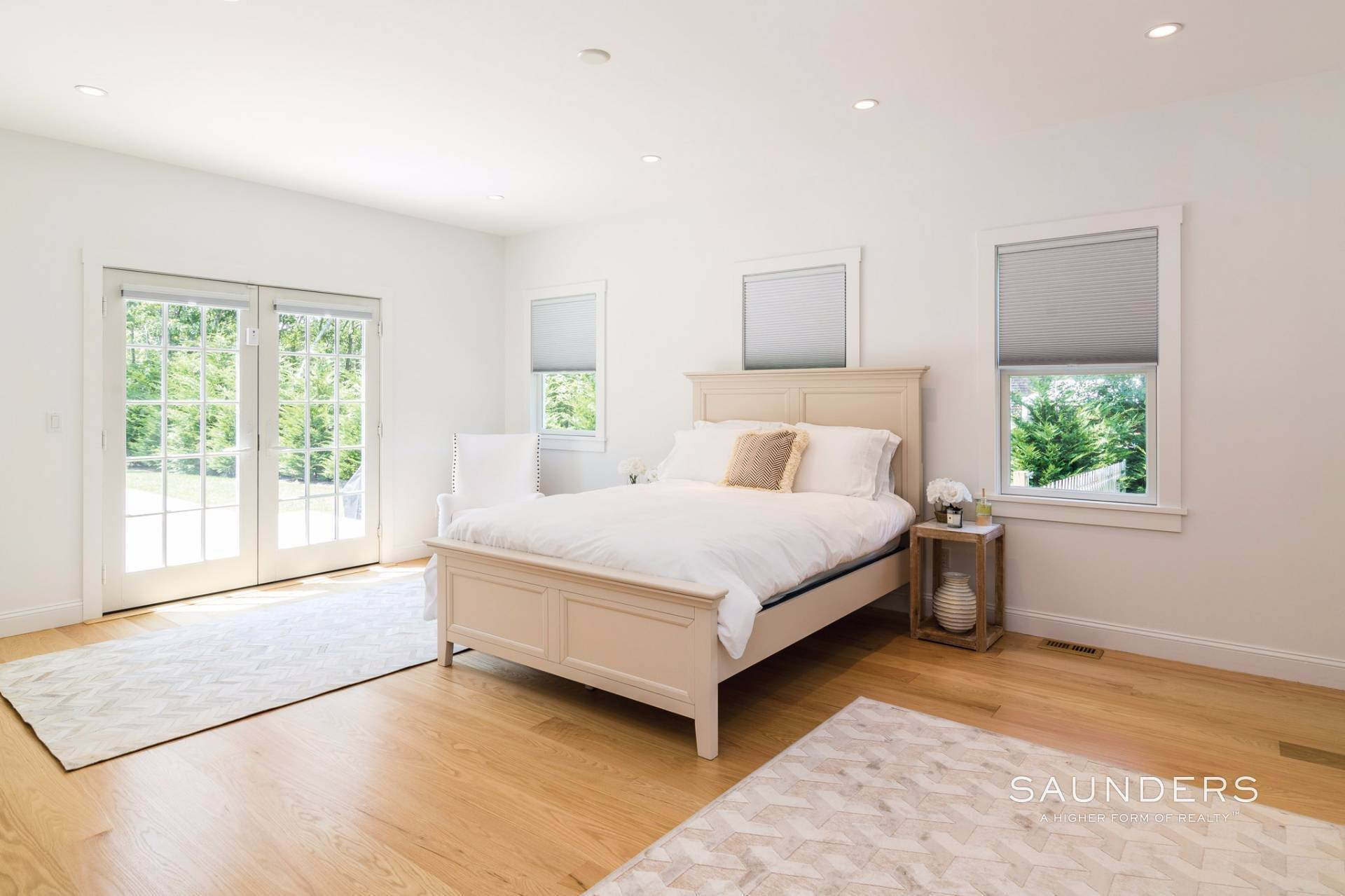 12. Single Family Homes for Sale at Pristine Traditional Home With Modern Amenities 11 Birdie Lane, East Hampton, East Hampton Town, NY 11937