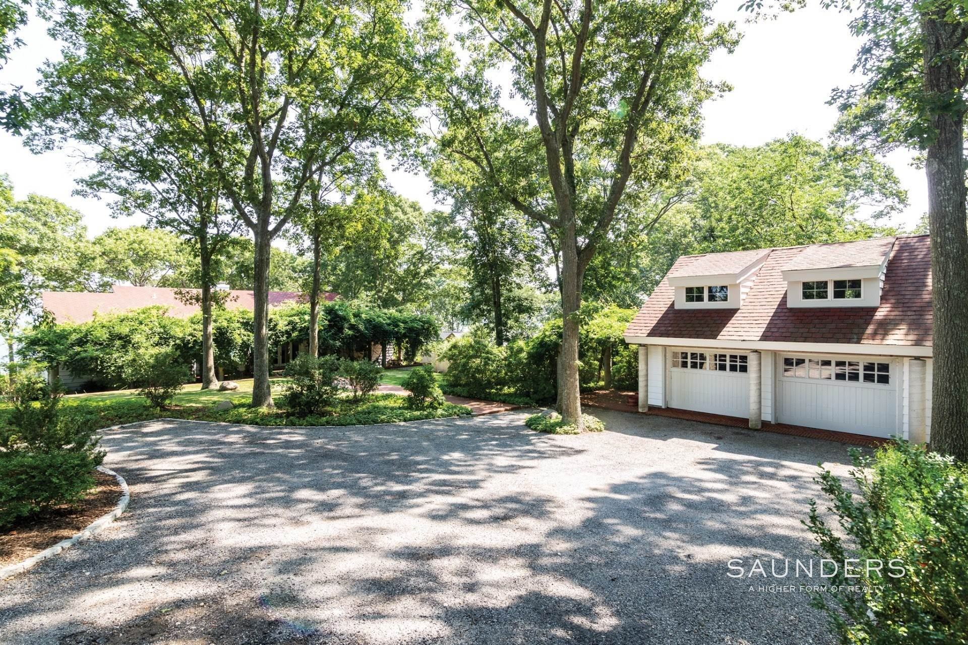 11. Single Family Homes for Sale at Shelter Island Bayfront With Infinity Edge Pool And Sandy Beach 17 Point Lane, Shelter Island Heights, Shelter Island, NY 11964