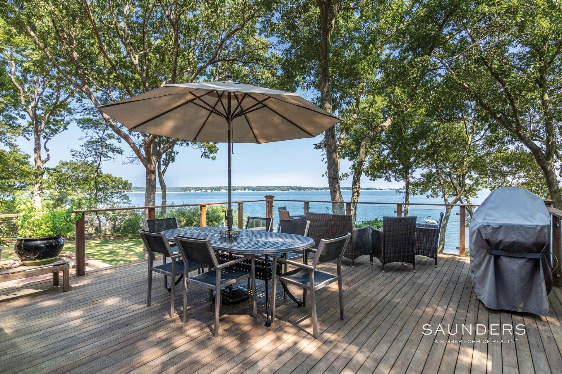 21. Single Family Homes for Sale at Shelter Island Bayfront With Infinity Edge Pool And Sandy Beach 17 Point Lane, Shelter Island Heights, Shelter Island, NY 11964
