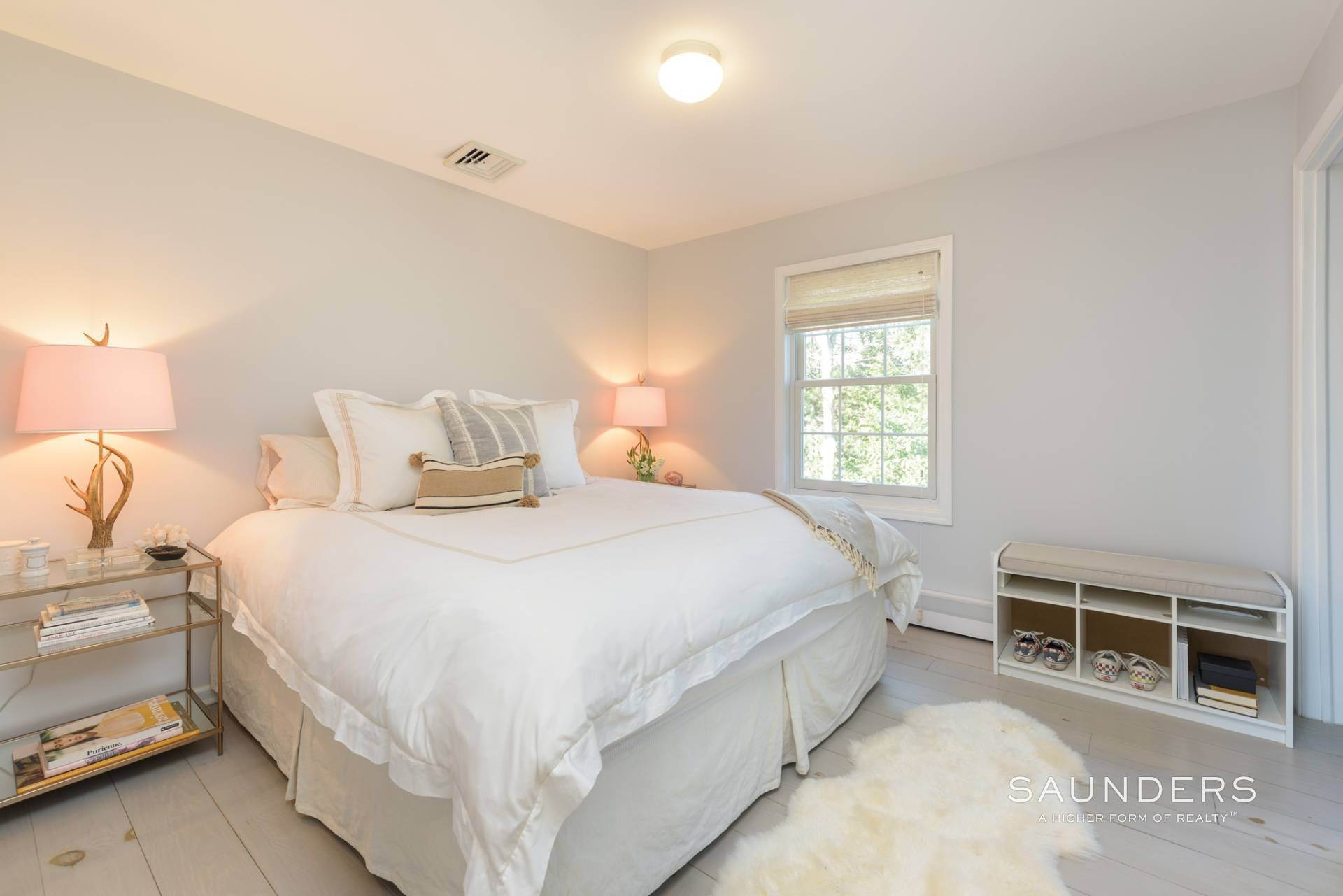14. Single Family Homes at Designer Renovated In Springs East Hampton, East Hampton Town, NY 11937