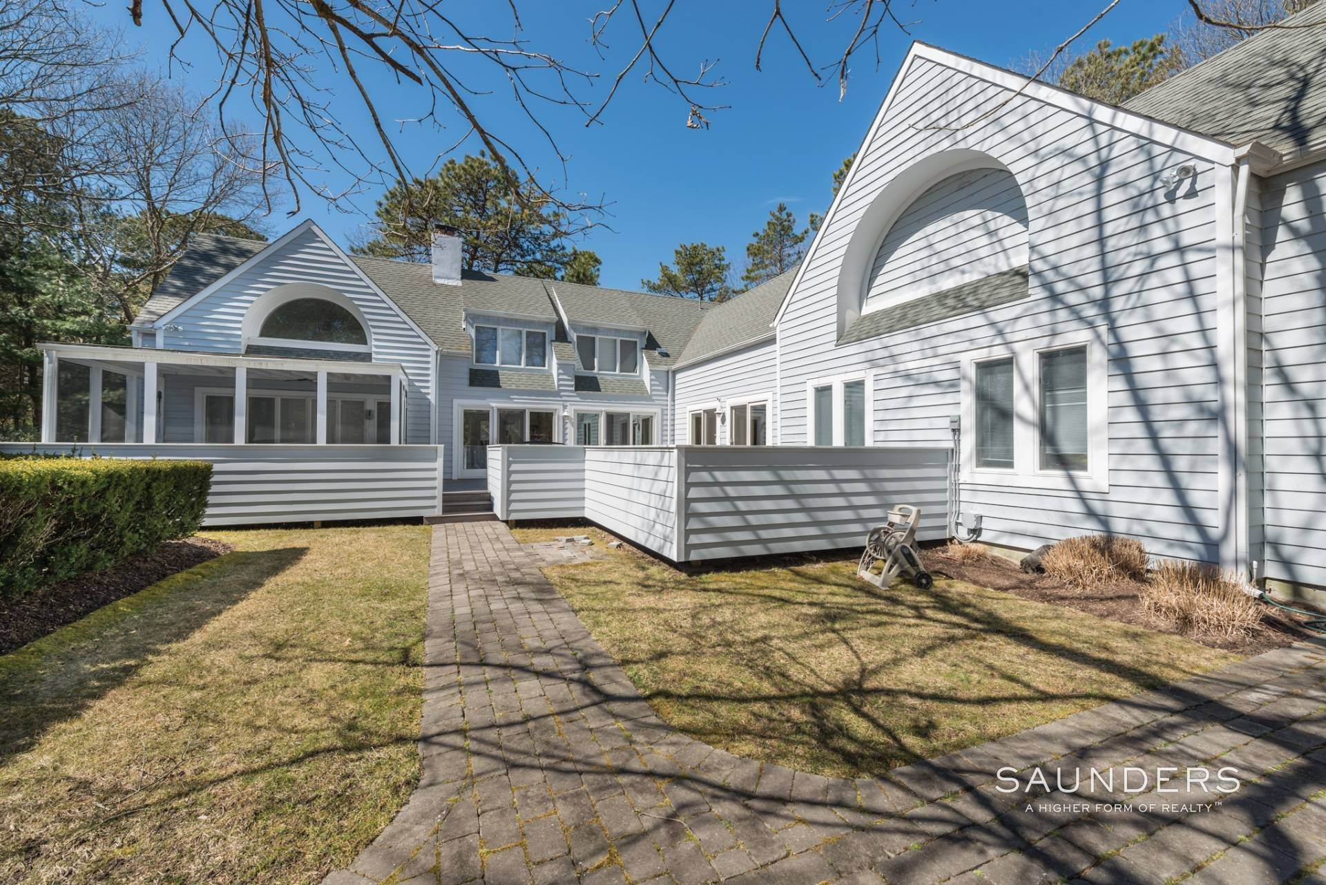 13. Single Family Homes at East Quogue Contemporary East Quogue, Southampton Town, NY 11942