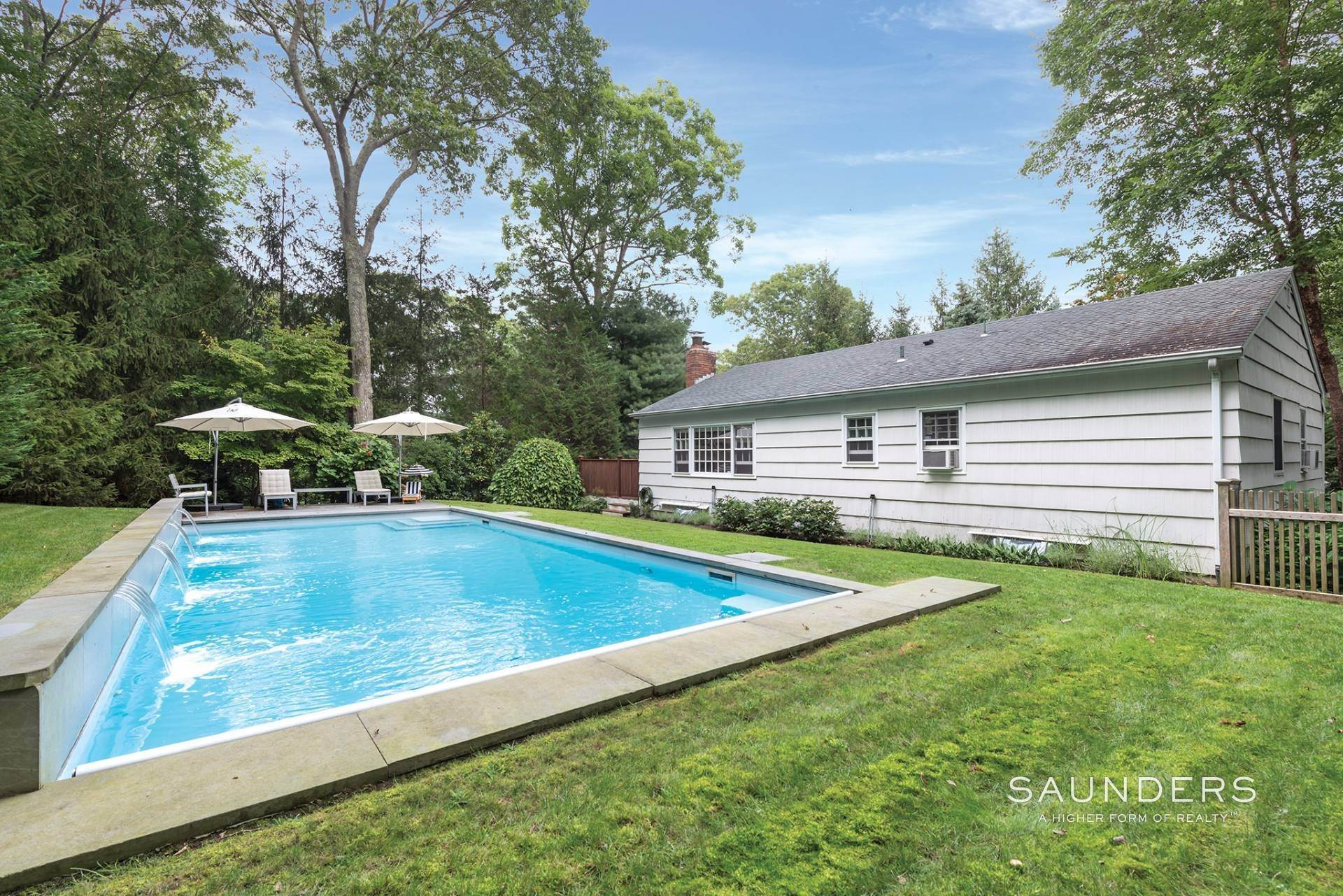 14. Single Family Homes at Perfect Cottage Charm Down By The Beach 9 Whalebone Landing Road, Southampton, Southampton Town, NY 11968
