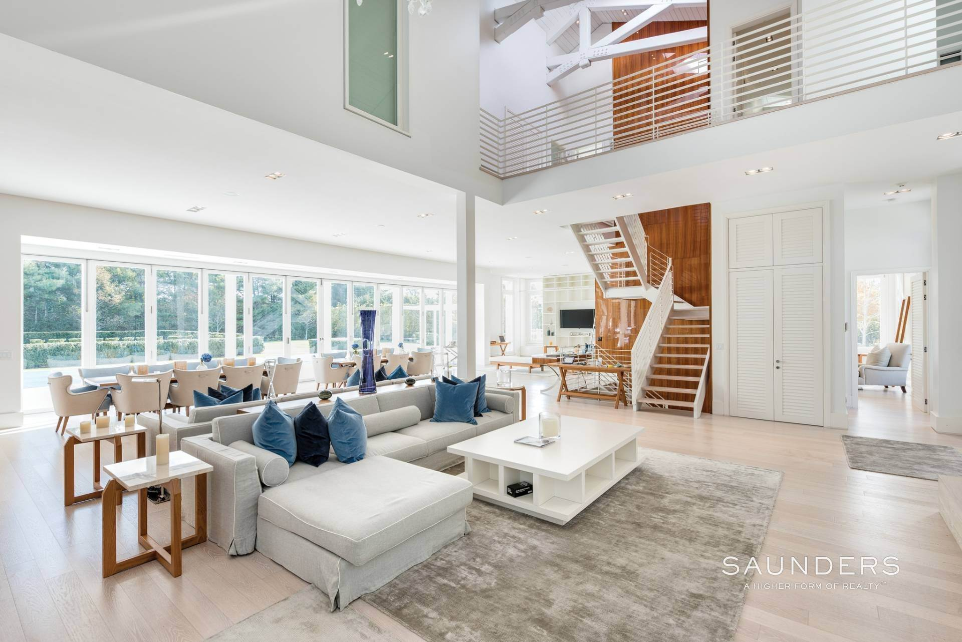 9. Single Family Homes for Sale at Spacious Living And Entertaining At Its Best 90 Pheasant Close East, Southampton, Southampton Town, NY 11968