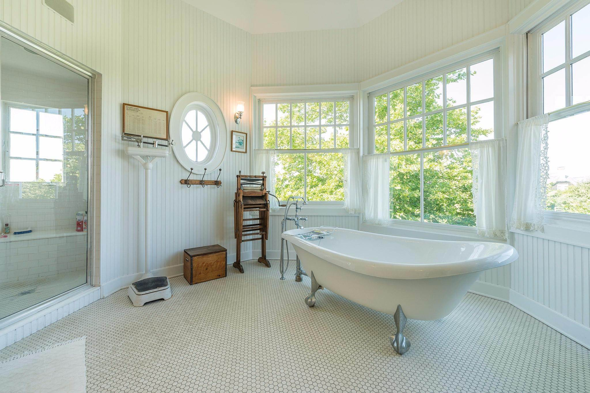 22. Single Family Homes for Sale at Prestigious Ocean Road 770 Ocean Road, Bridgehampton, Southampton Town, NY 11932
