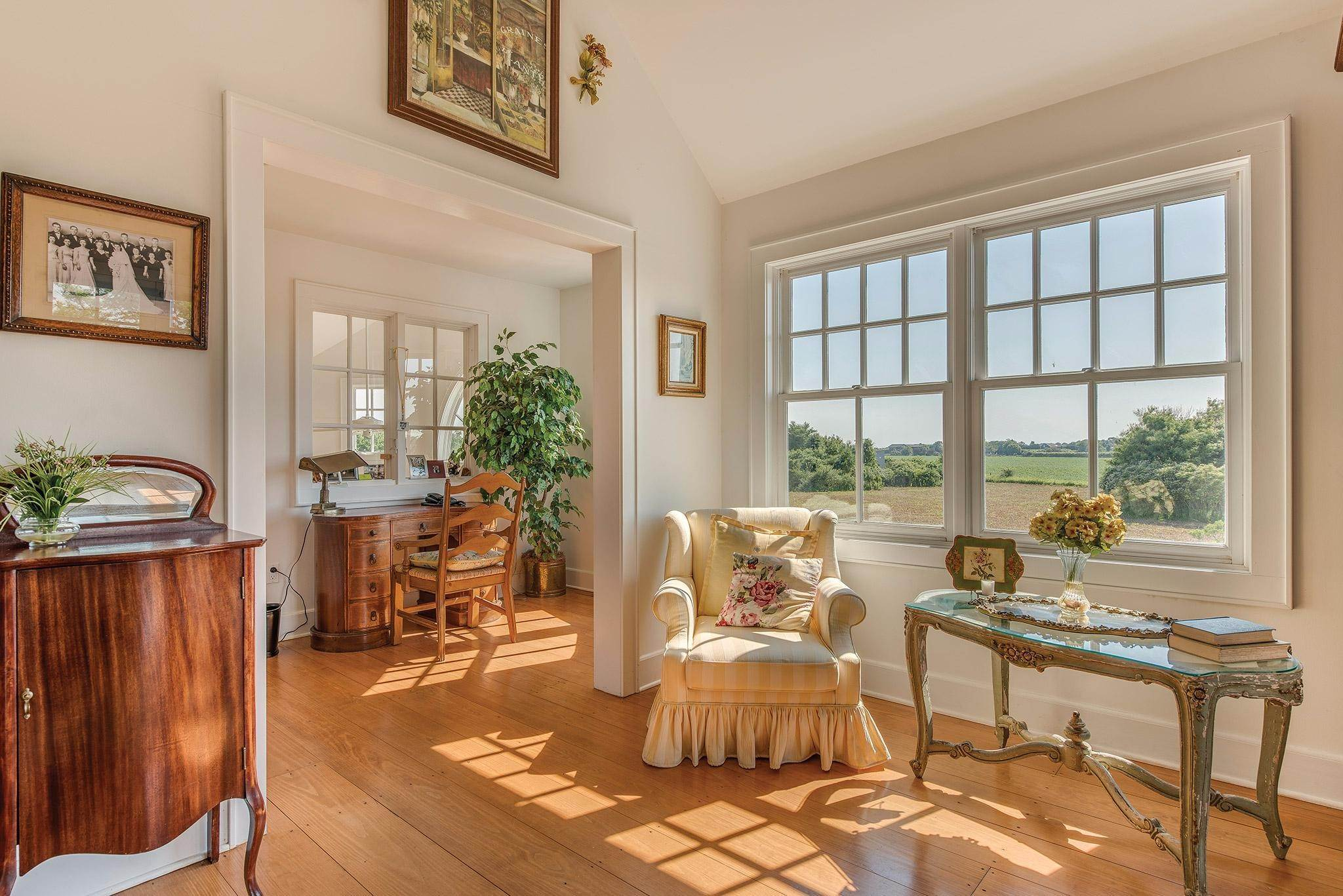 21. Single Family Homes for Sale at Prestigious Ocean Road 770 Ocean Road, Bridgehampton, Southampton Town, NY 11932