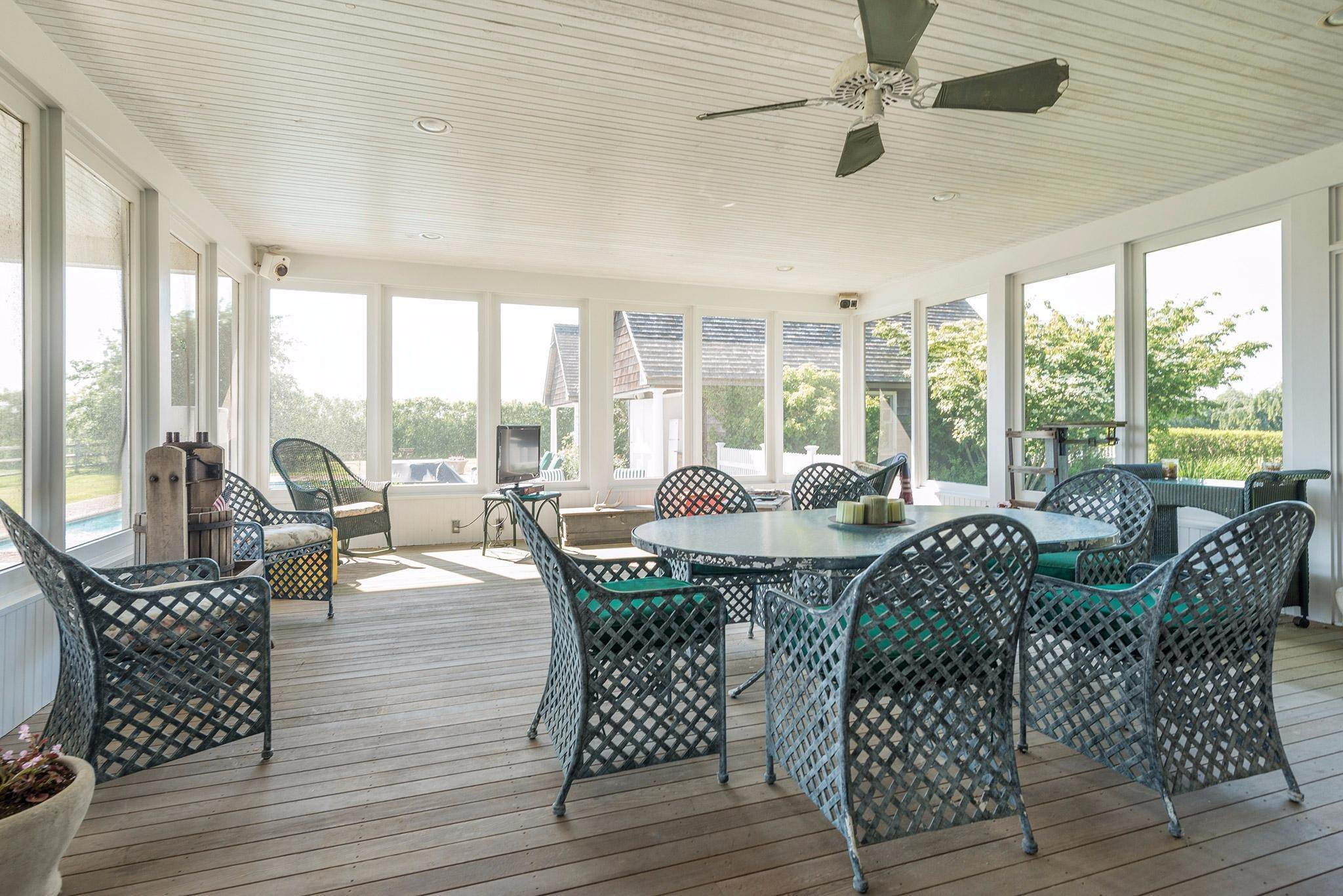 18. Single Family Homes for Sale at Prestigious Ocean Road 770 Ocean Road, Bridgehampton, Southampton Town, NY 11932