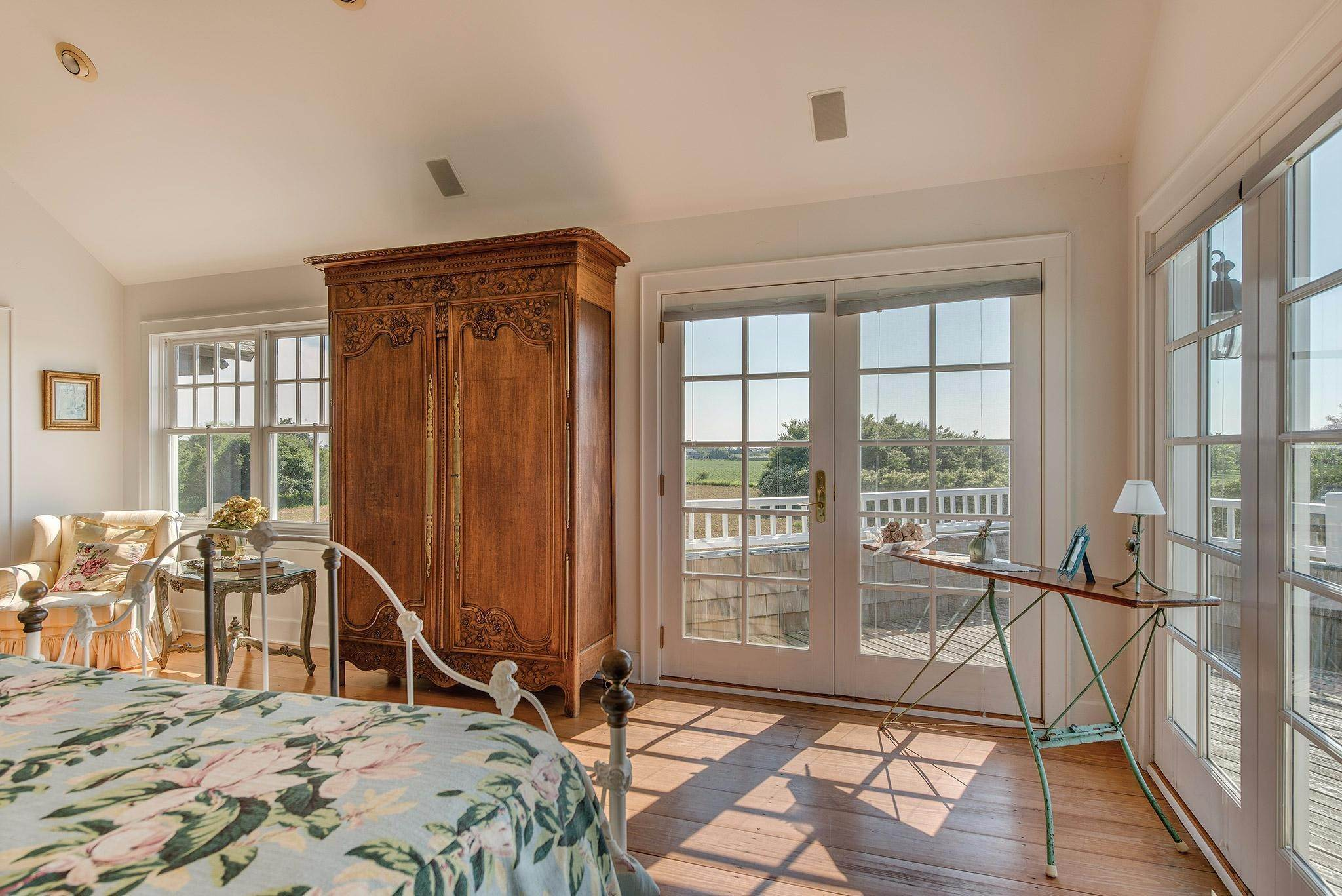 20. Single Family Homes for Sale at Prestigious Ocean Road 770 Ocean Road, Bridgehampton, Southampton Town, NY 11932