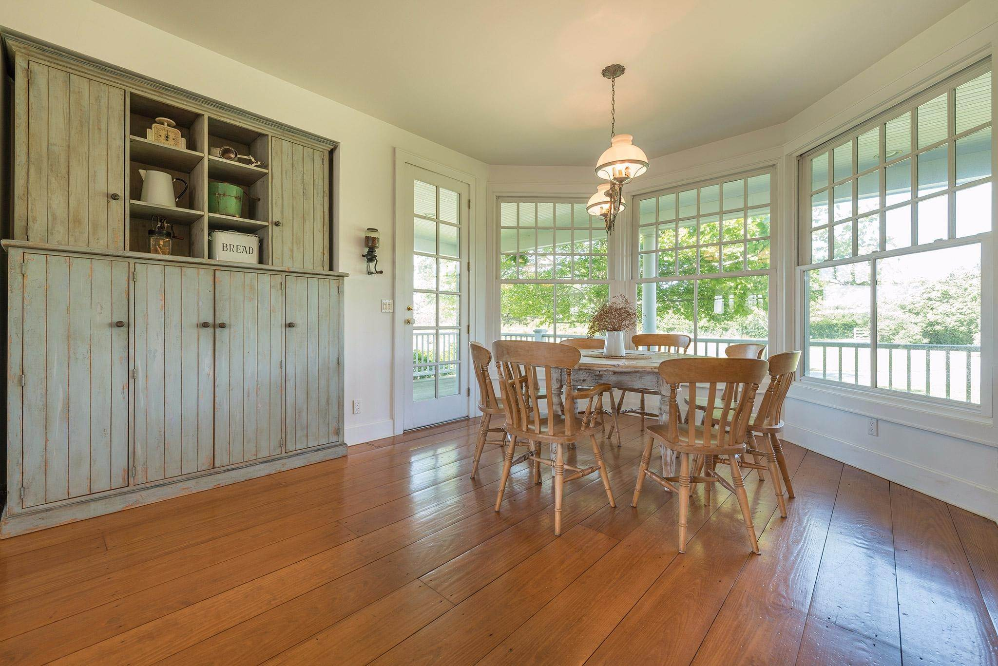 17. Single Family Homes for Sale at Prestigious Ocean Road 770 Ocean Road, Bridgehampton, Southampton Town, NY 11932
