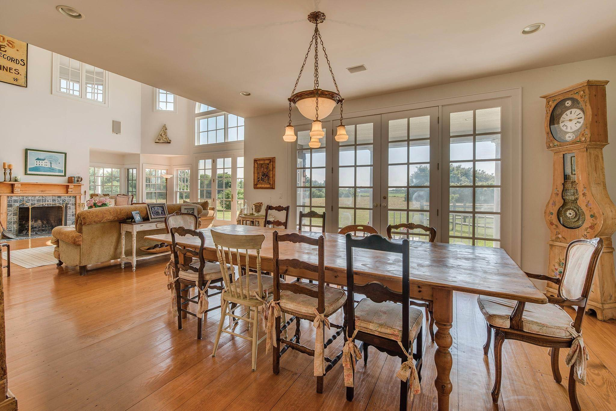 15. Single Family Homes for Sale at Prestigious Ocean Road 770 Ocean Road, Bridgehampton, Southampton Town, NY 11932