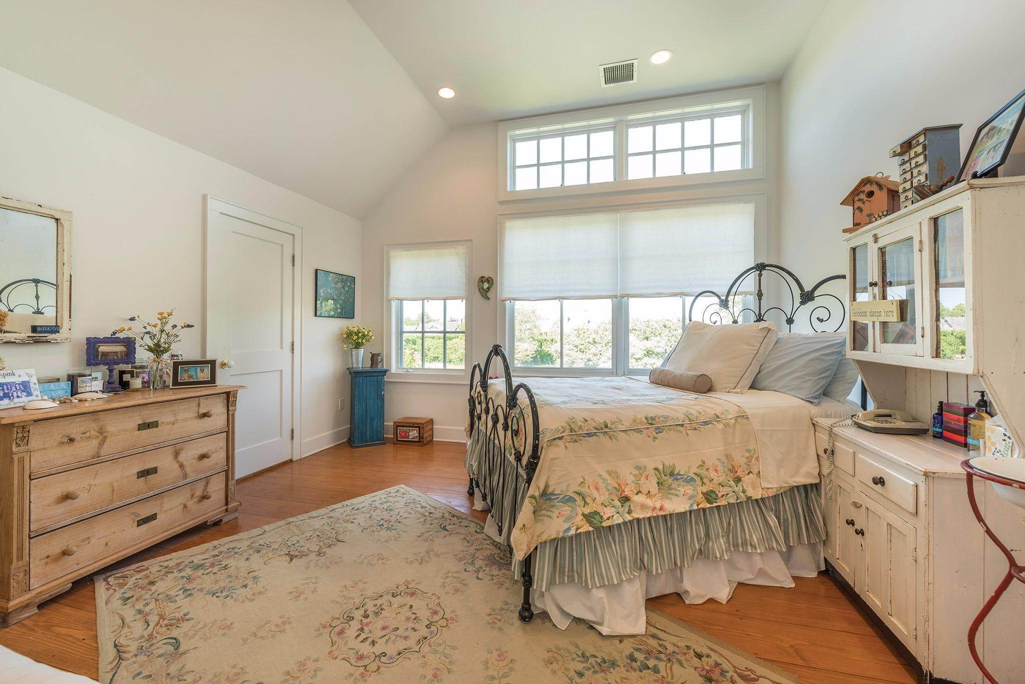 24. Single Family Homes for Sale at Prestigious Ocean Road 770 Ocean Road, Bridgehampton, Southampton Town, NY 11932