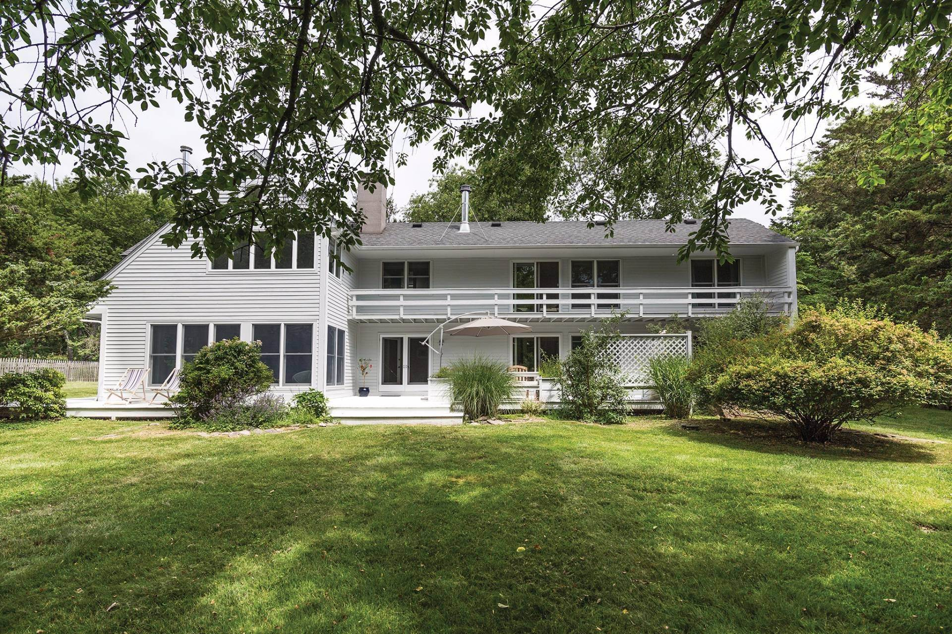 2. Single Family Homes at European Country Modern With Pool Shelter Island, NY 11964