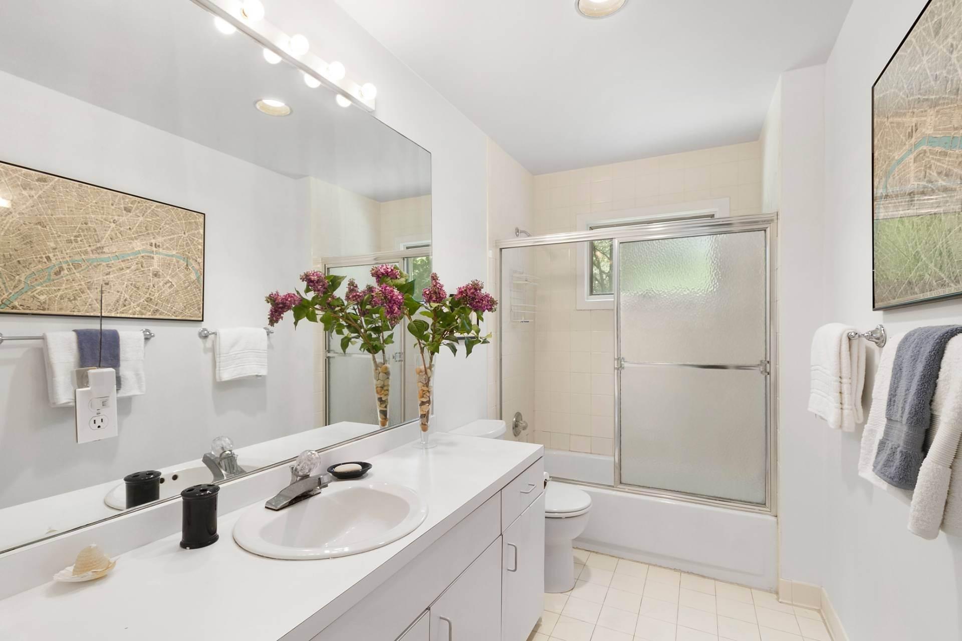 11. Single Family Homes at East Hampton Contemporary East Hampton, East Hampton Town, NY 11937