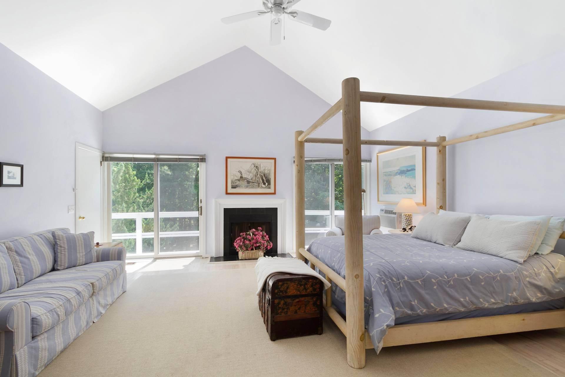 6. Single Family Homes at East Hampton Contemporary East Hampton, East Hampton Town, NY 11937