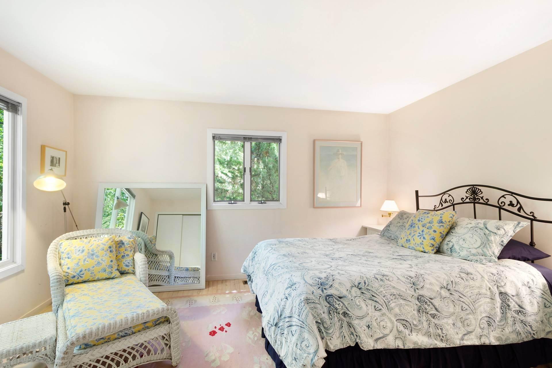 9. Single Family Homes at East Hampton Contemporary East Hampton, East Hampton Town, NY 11937