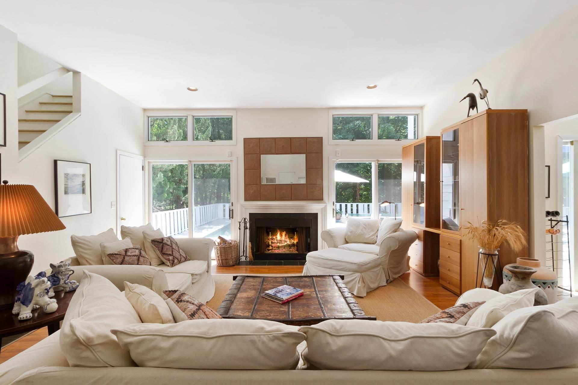 3. Single Family Homes at East Hampton Contemporary East Hampton, East Hampton Town, NY 11937