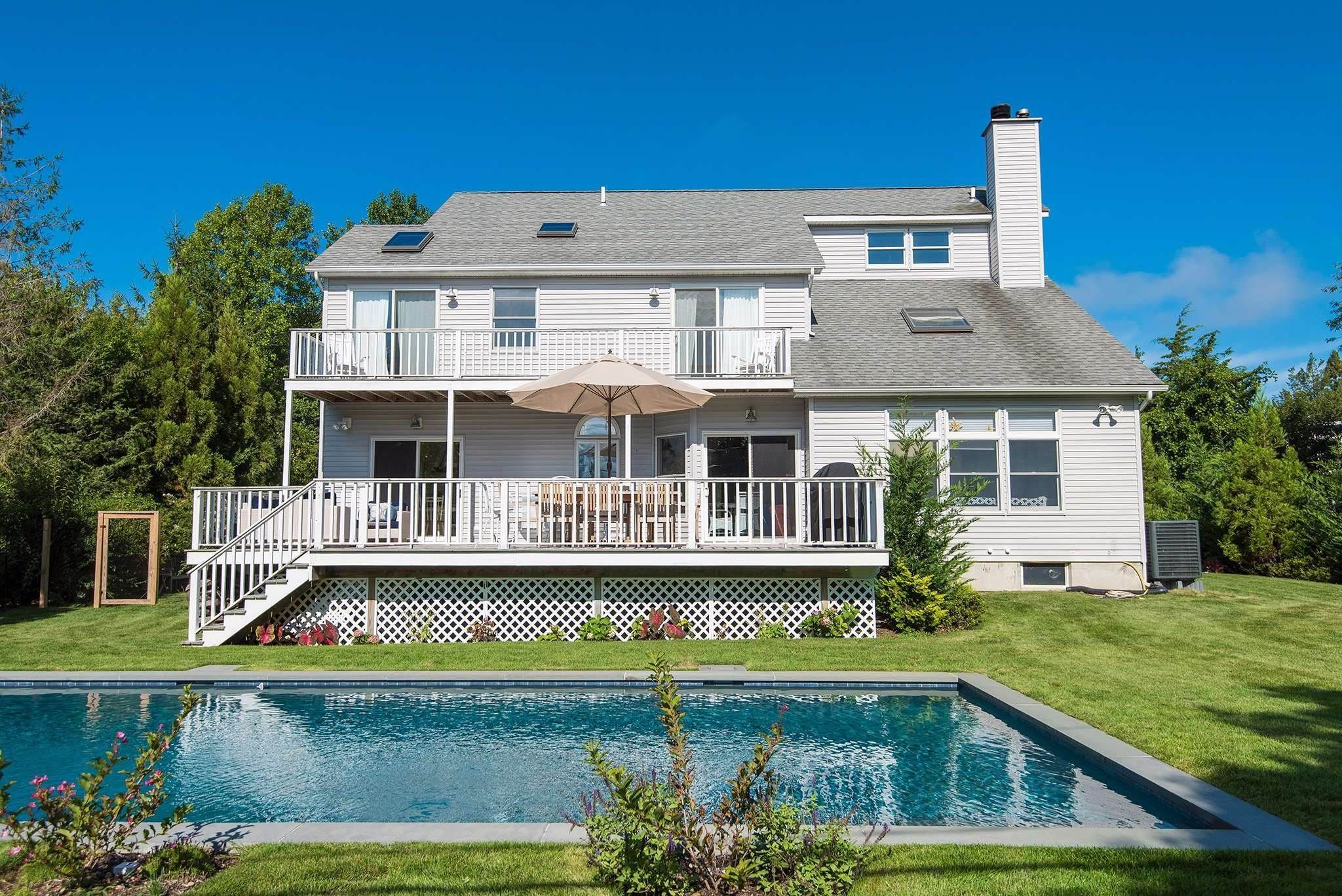 2. Single Family Homes at Immaculate Shelter Island Contemporary With Pool And Beach Shelter Island Heights, Shelter Island, NY 11964