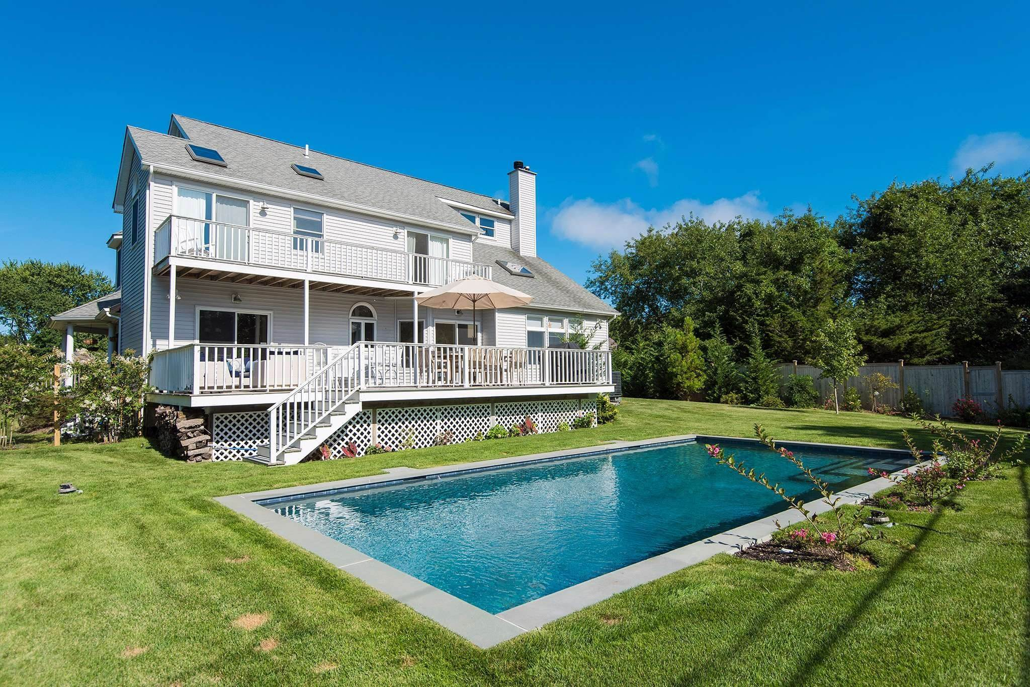 Single Family Homes at Immaculate Shelter Island Contemporary With Pool And Beach Shelter Island Heights, Shelter Island, NY 11964
