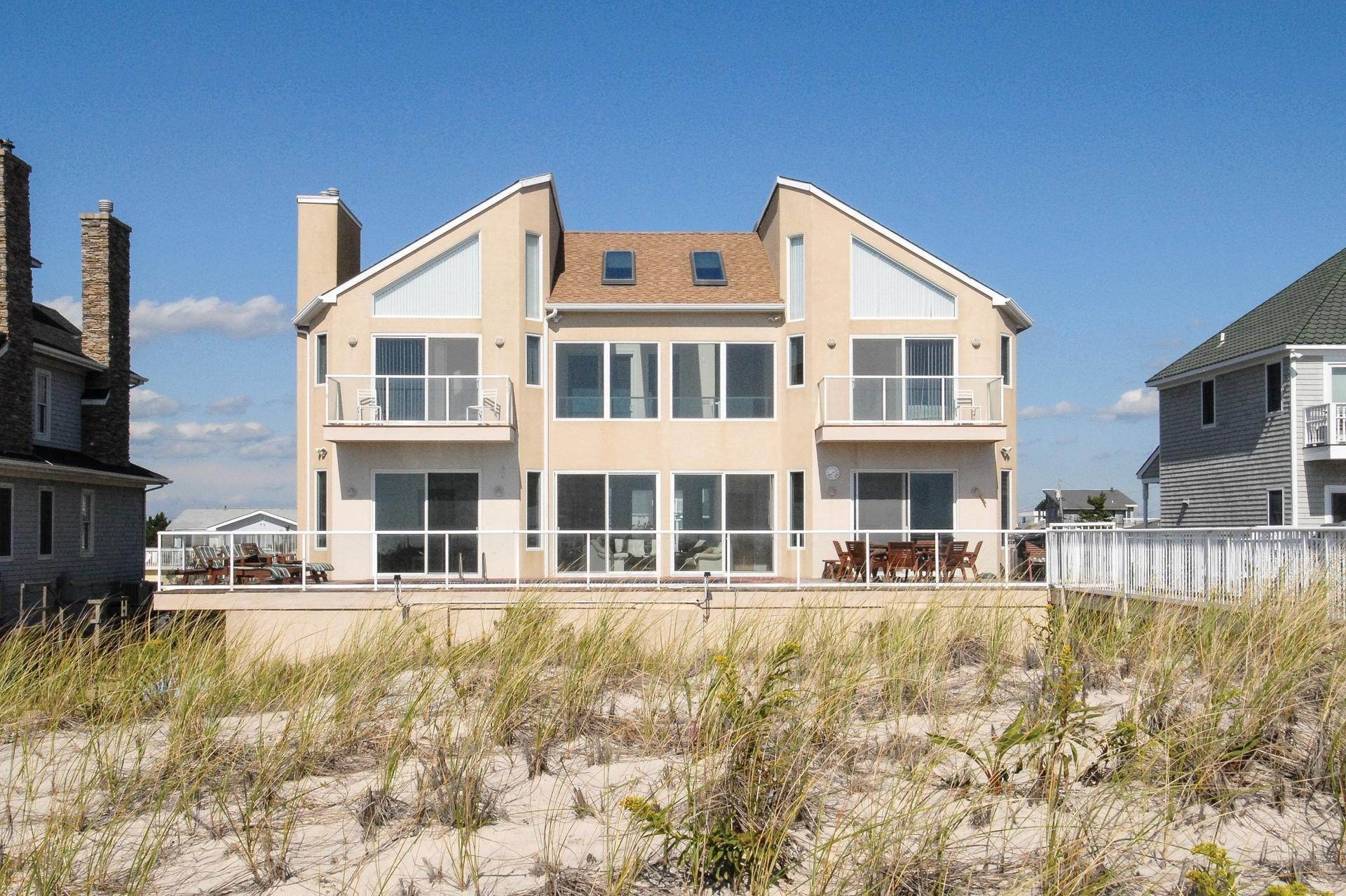 Single Family Homes at Gorgeous Oceanfront In Westhampton Westhampton Dunes Village, Southampton Town, NY 11978