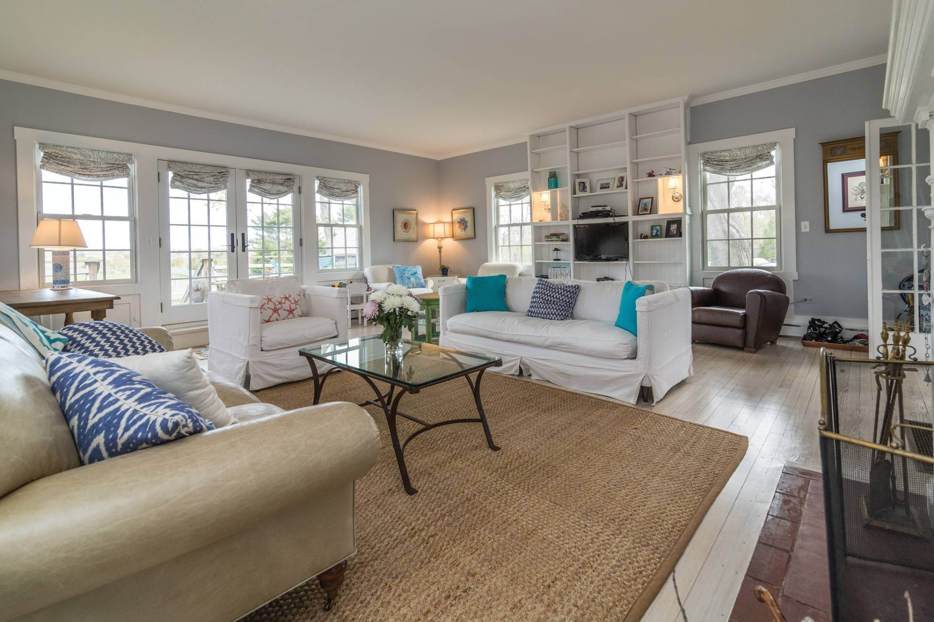 4. Single Family Homes at Pretty Southampton Retreat With Heated Pool And Tennis Southampton, Southampton Town, NY 11968
