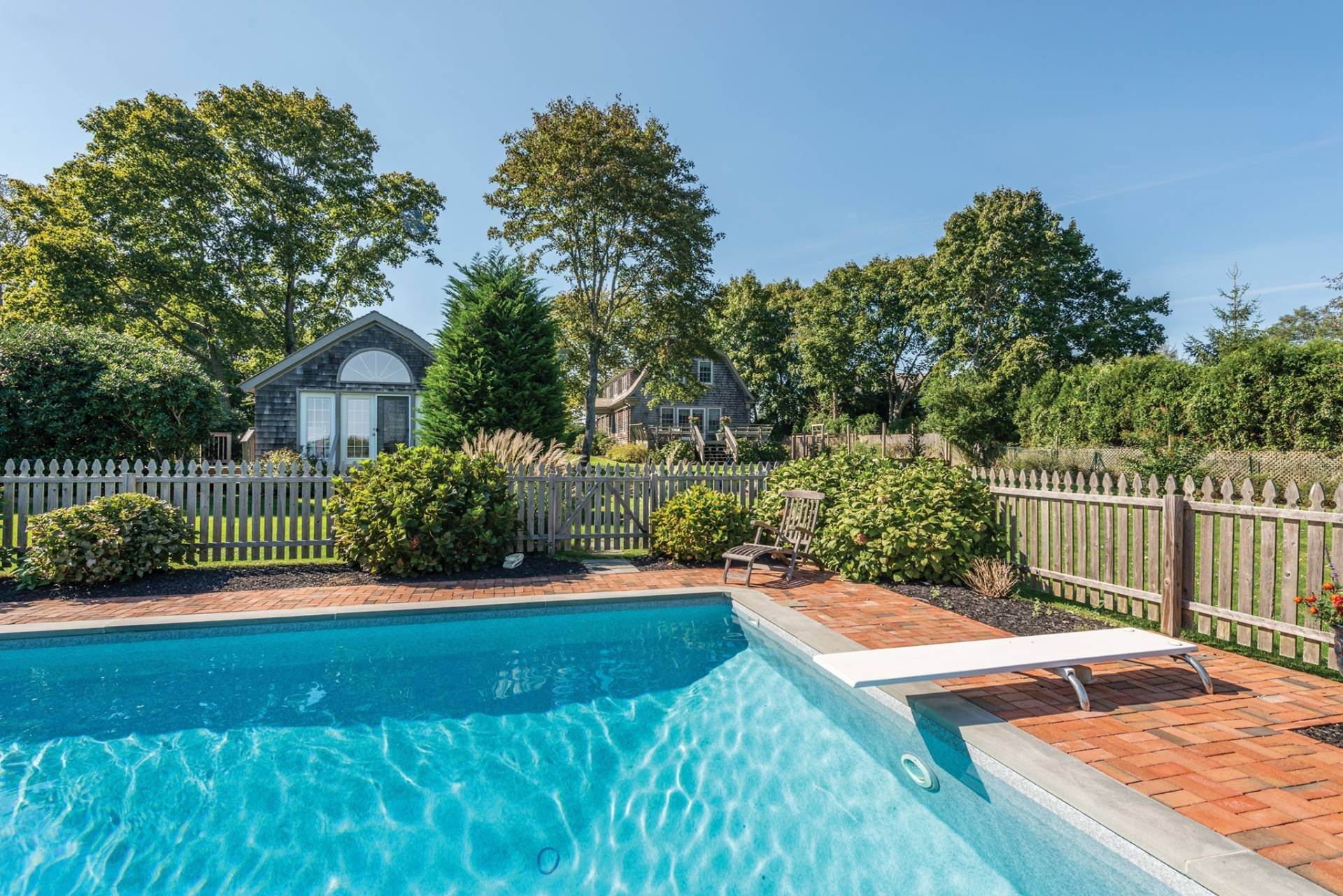 16. Single Family Homes at Pretty Southampton Retreat With Heated Pool And Tennis Southampton, Southampton Town, NY 11968