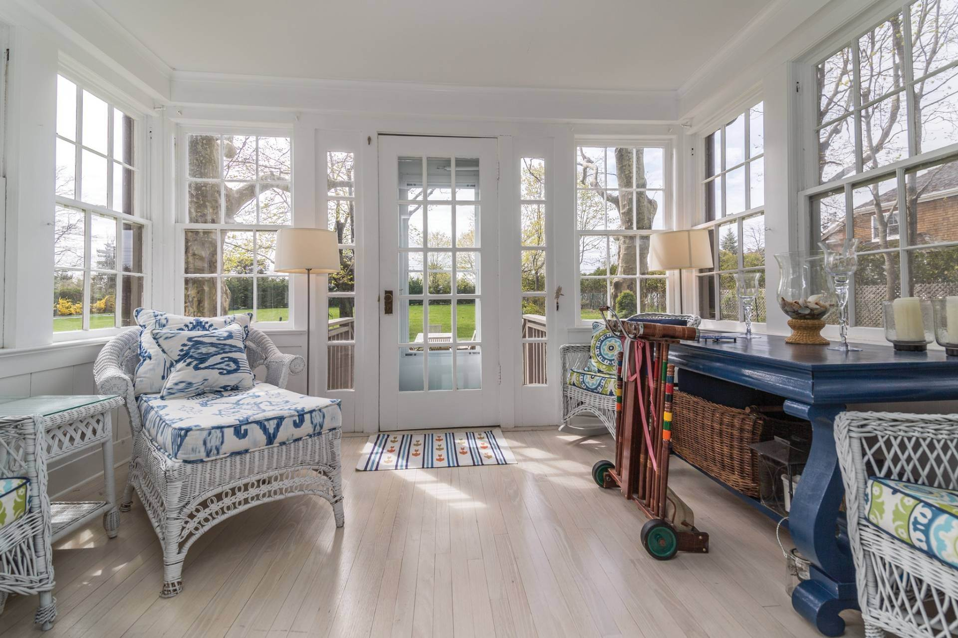 8. Single Family Homes at Pretty Southampton Retreat With Heated Pool And Tennis Southampton, Southampton Town, NY 11968