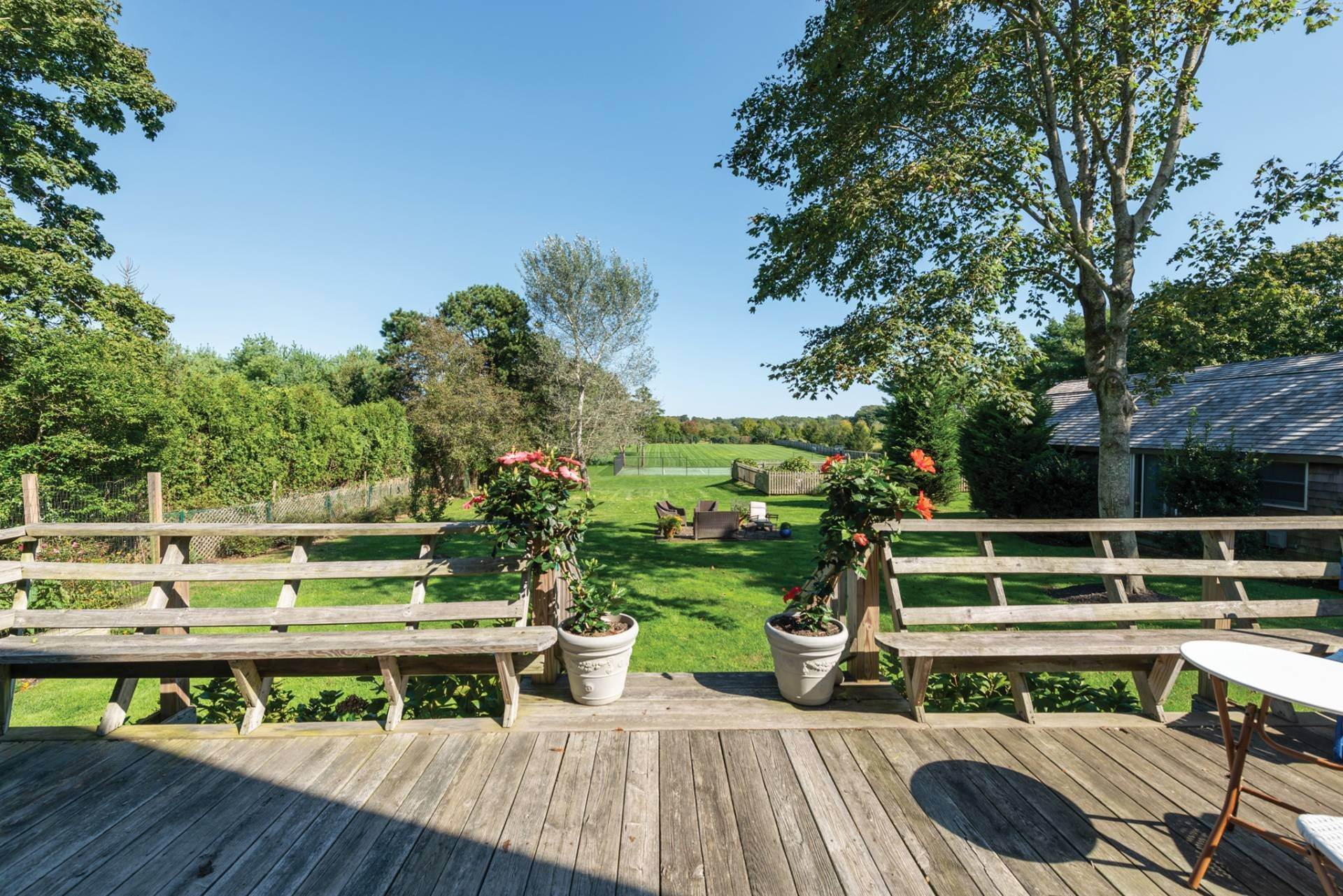 23. Single Family Homes at Pretty Southampton Retreat With Heated Pool And Tennis Southampton, Southampton Town, NY 11968