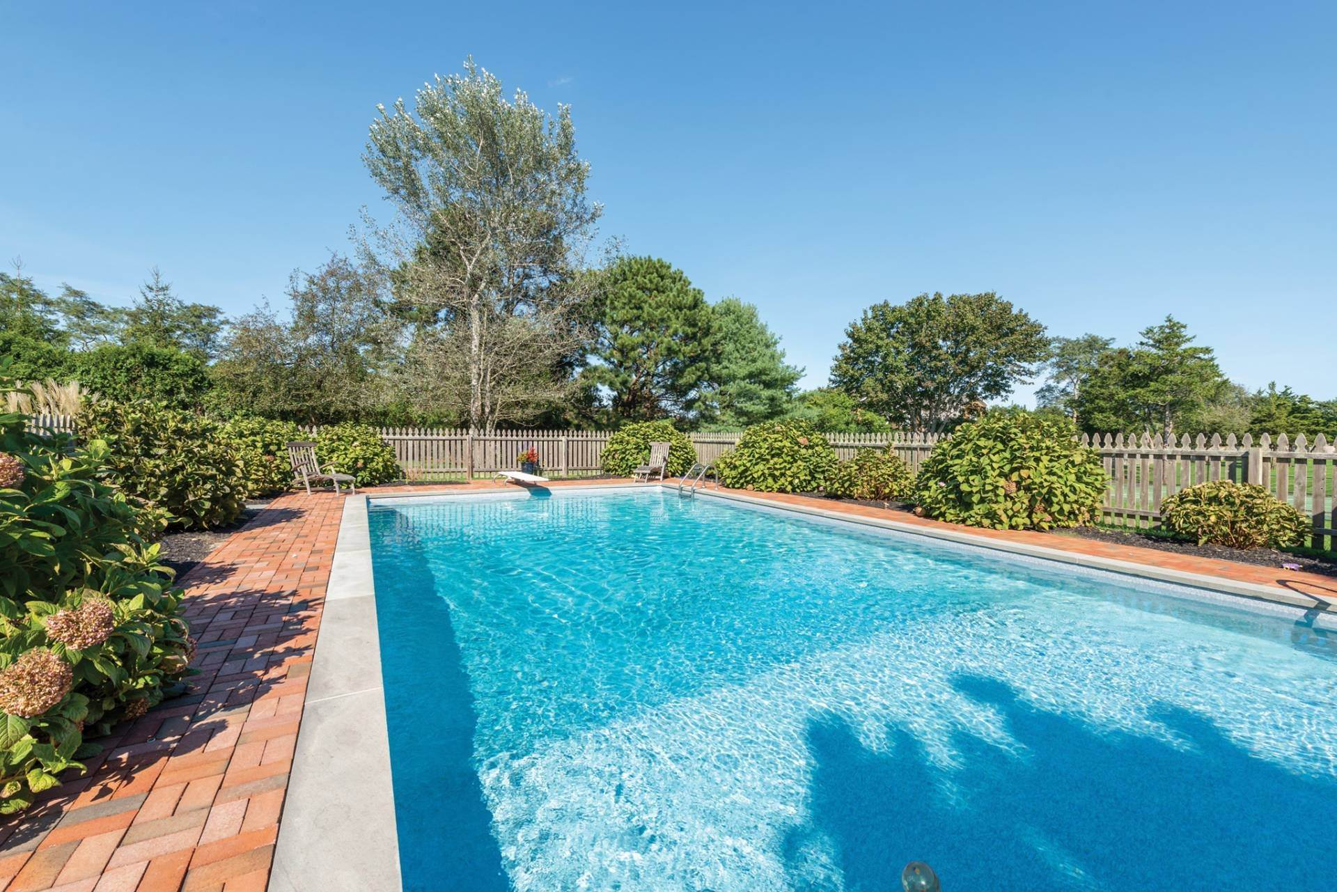 17. Single Family Homes at Pretty Southampton Retreat With Heated Pool And Tennis Southampton, Southampton Town, NY 11968