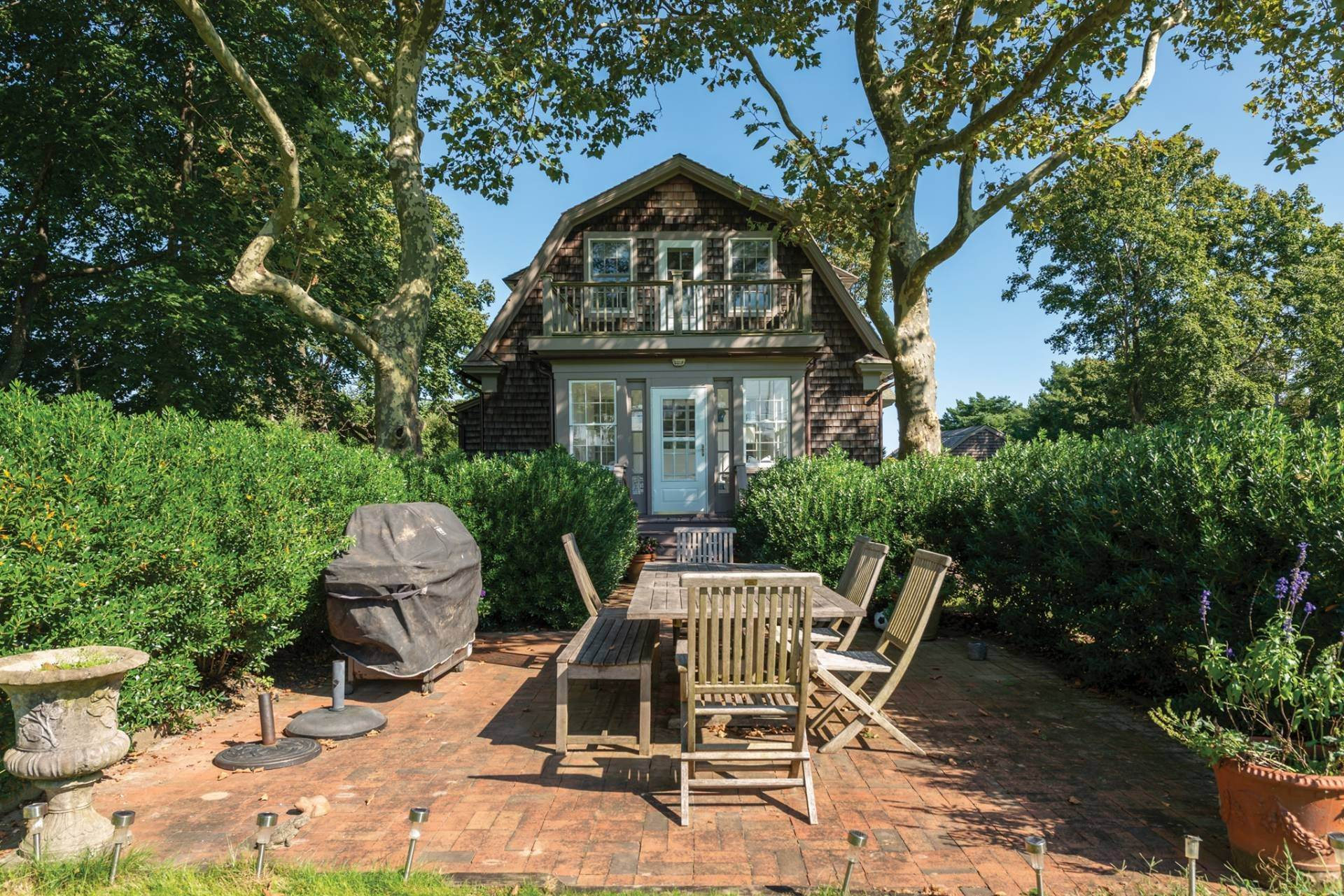 9. Single Family Homes at Pretty Southampton Retreat With Heated Pool And Tennis Southampton, Southampton Town, NY 11968