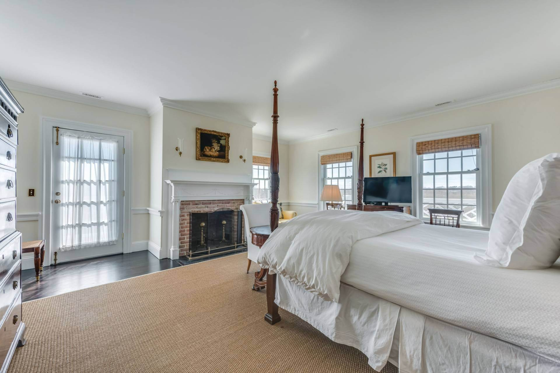 12. Single Family Homes at South Of The Highway Rental 252 Highland Terrace, Bridgehampton, Southampton Town, NY 11932