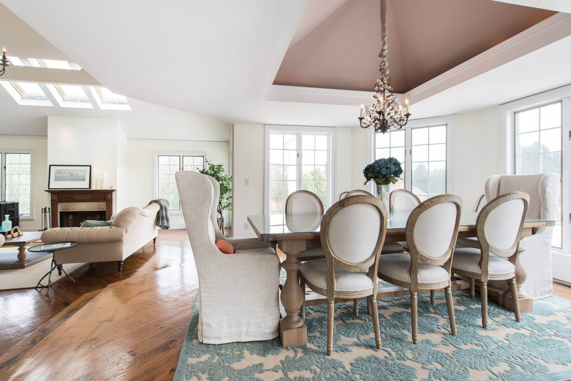 6. Single Family Homes at The Perfect Southampton Rental South Of The Highway Southampton, Southampton Town, NY 11968