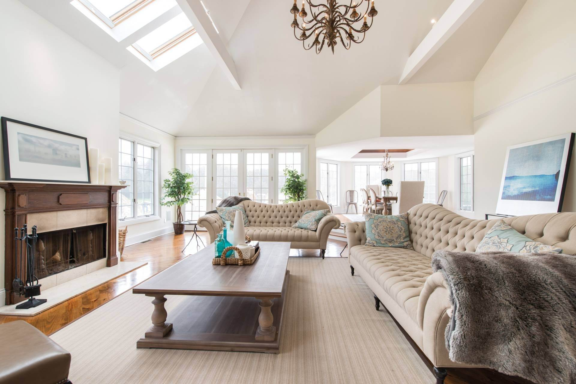 3. Single Family Homes at The Perfect Southampton Rental South Of The Highway Southampton, Southampton Town, NY 11968