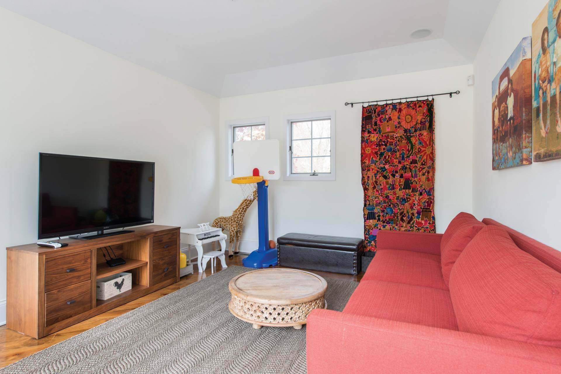19. Single Family Homes at The Perfect Southampton Rental South Of The Highway Southampton, Southampton Town, NY 11968
