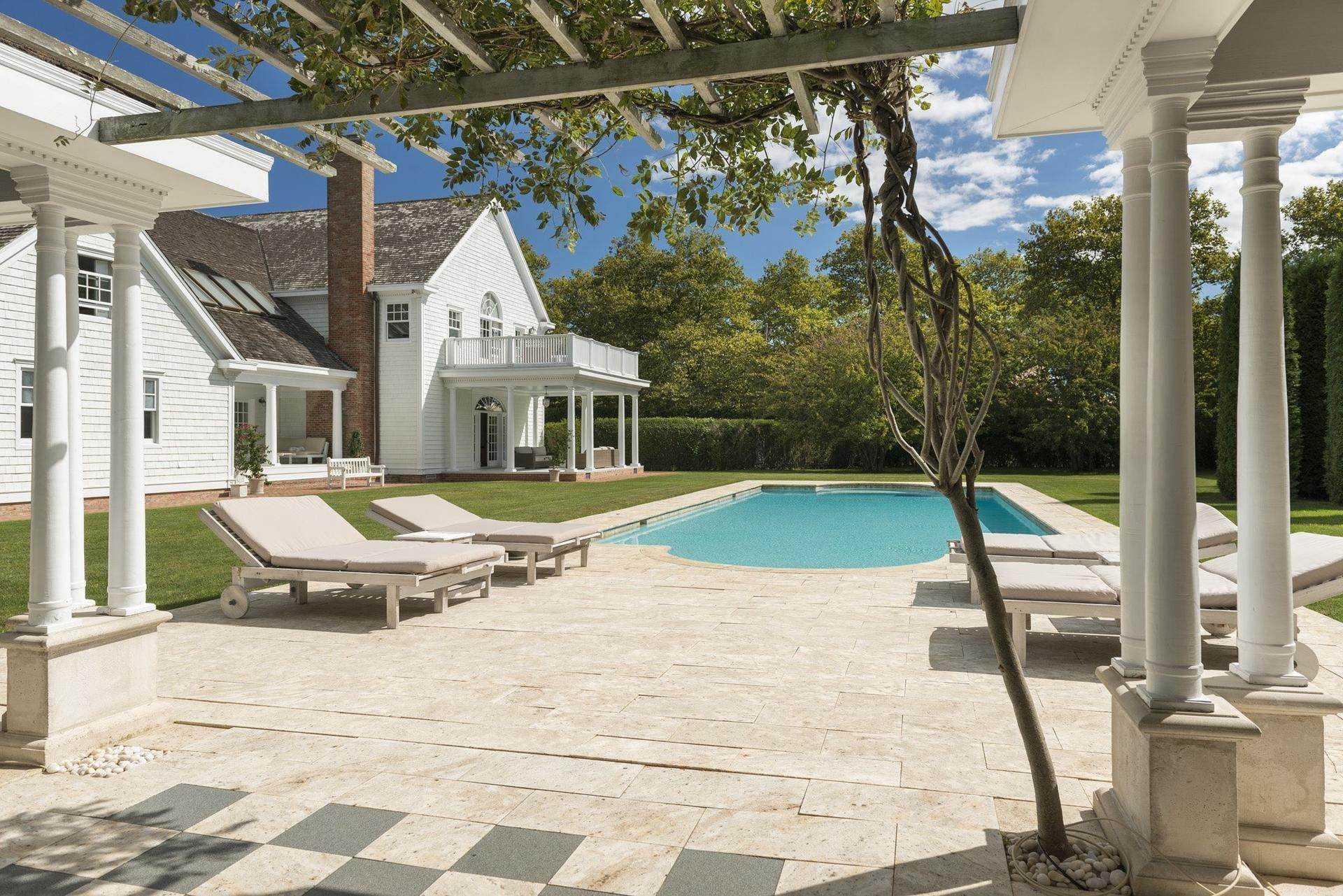 3. Single Family Homes at Southampton Village Estate Summer House Southampton, Southampton Town, NY 11968