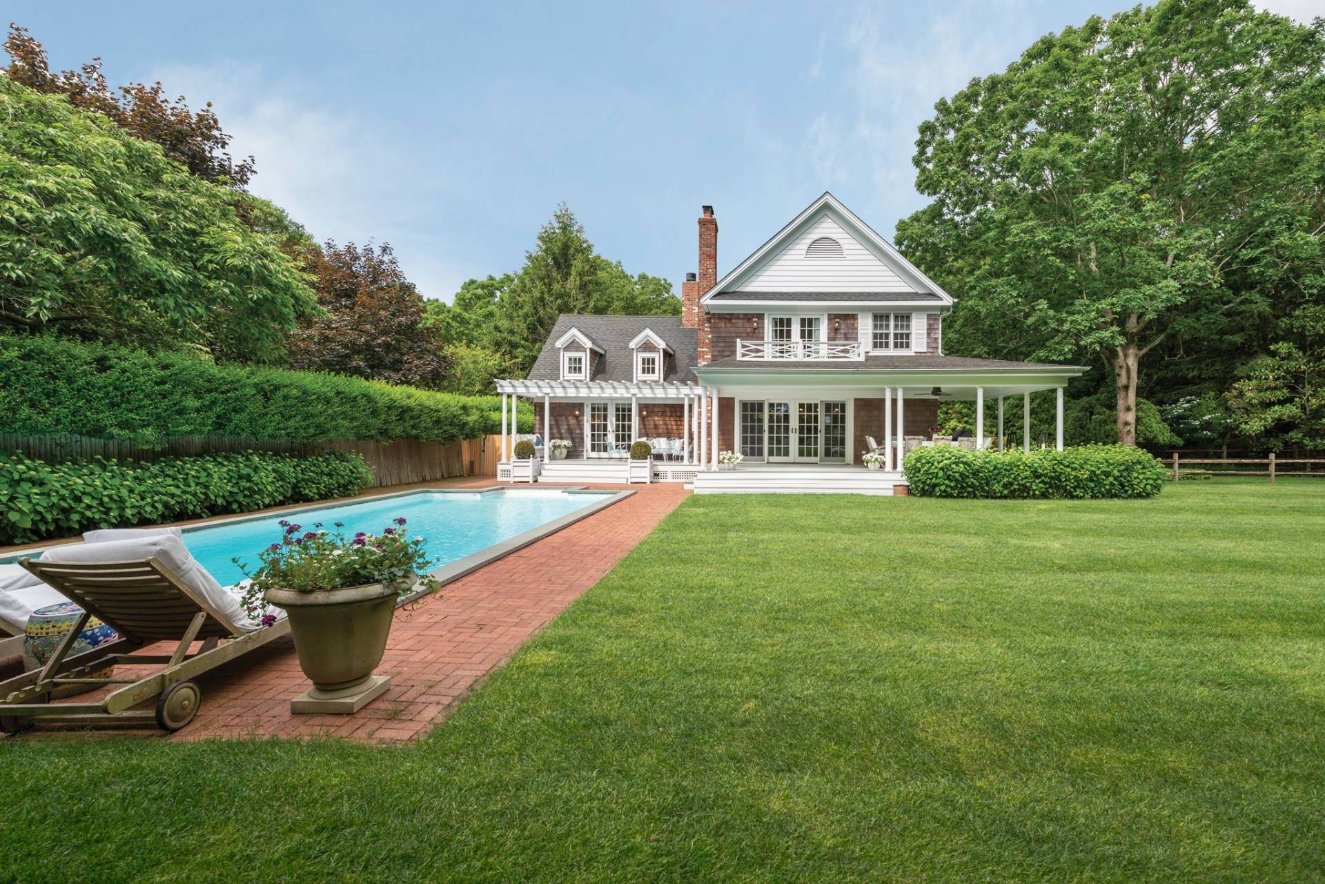 17. Single Family Homes at Designer's Own Home Water Mill, Southampton Town, NY 11976